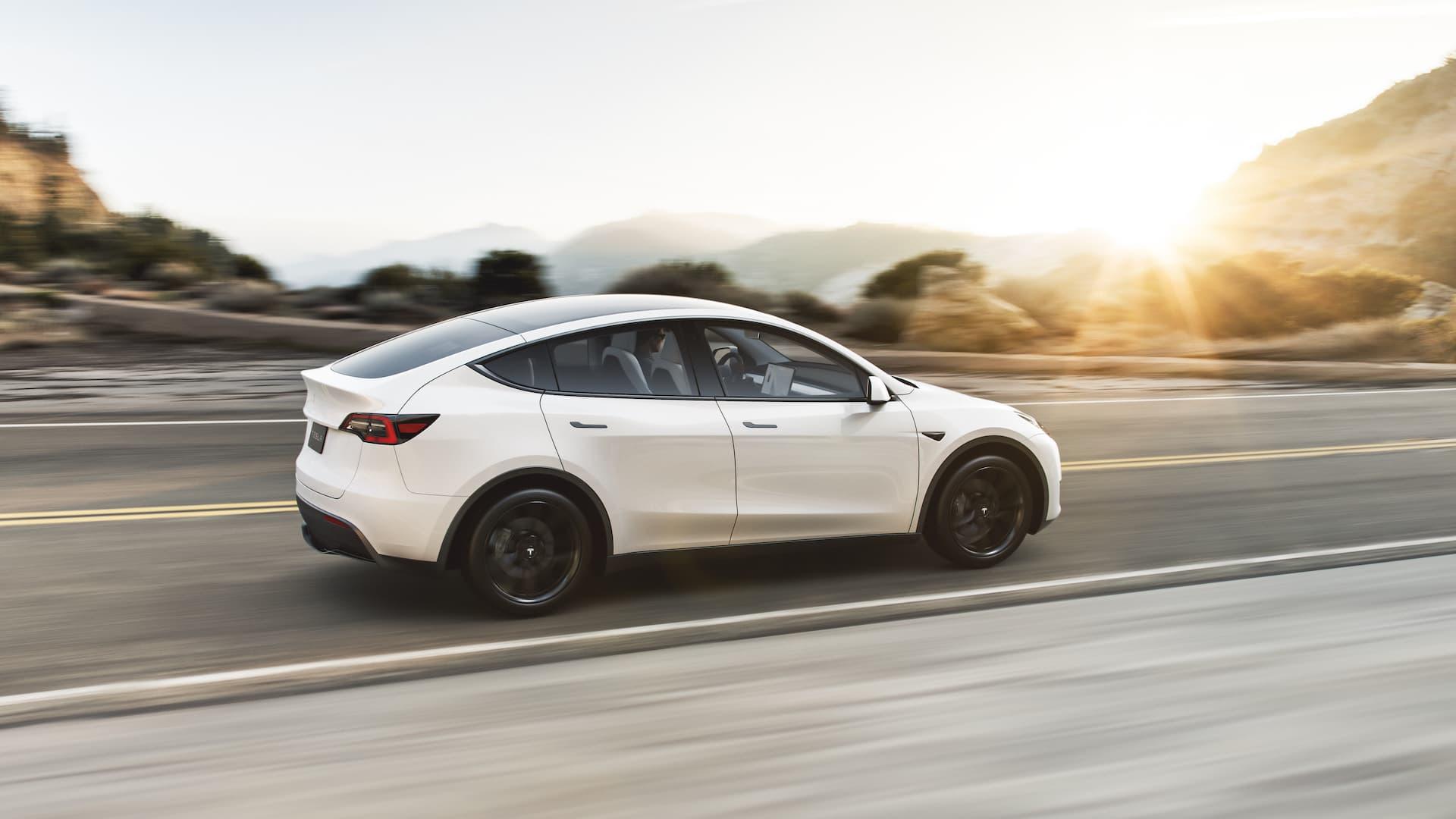Tesla Model Y 2021 3