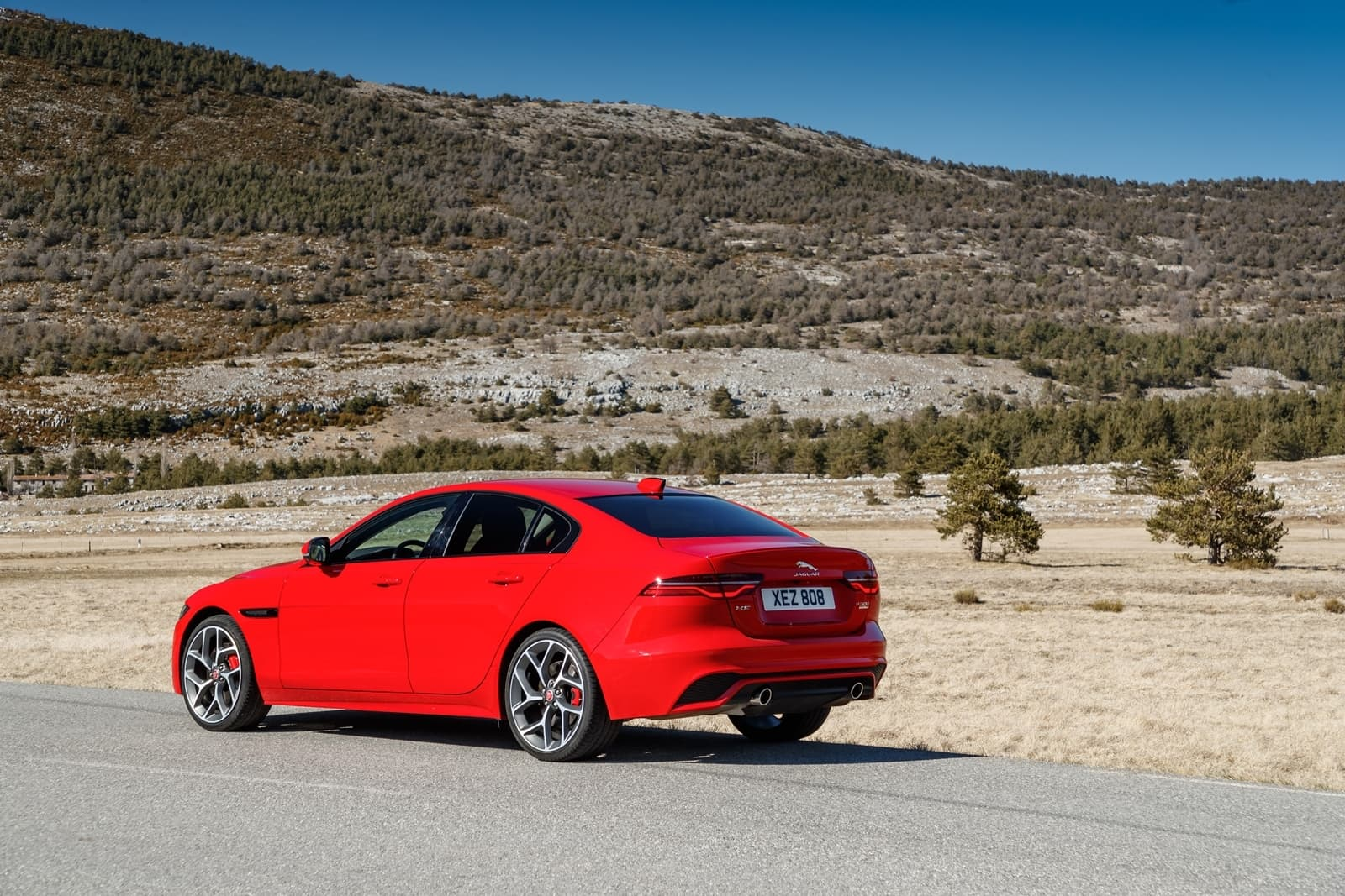 Jaguar Xe 2020 0419 023