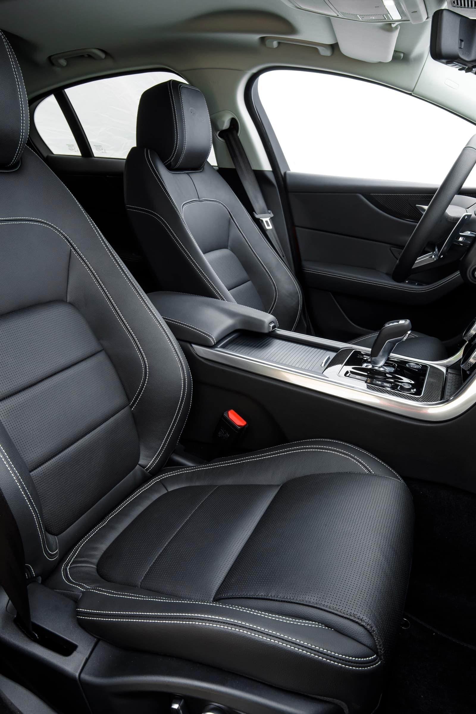 Jaguar Xe 2020 0419 030