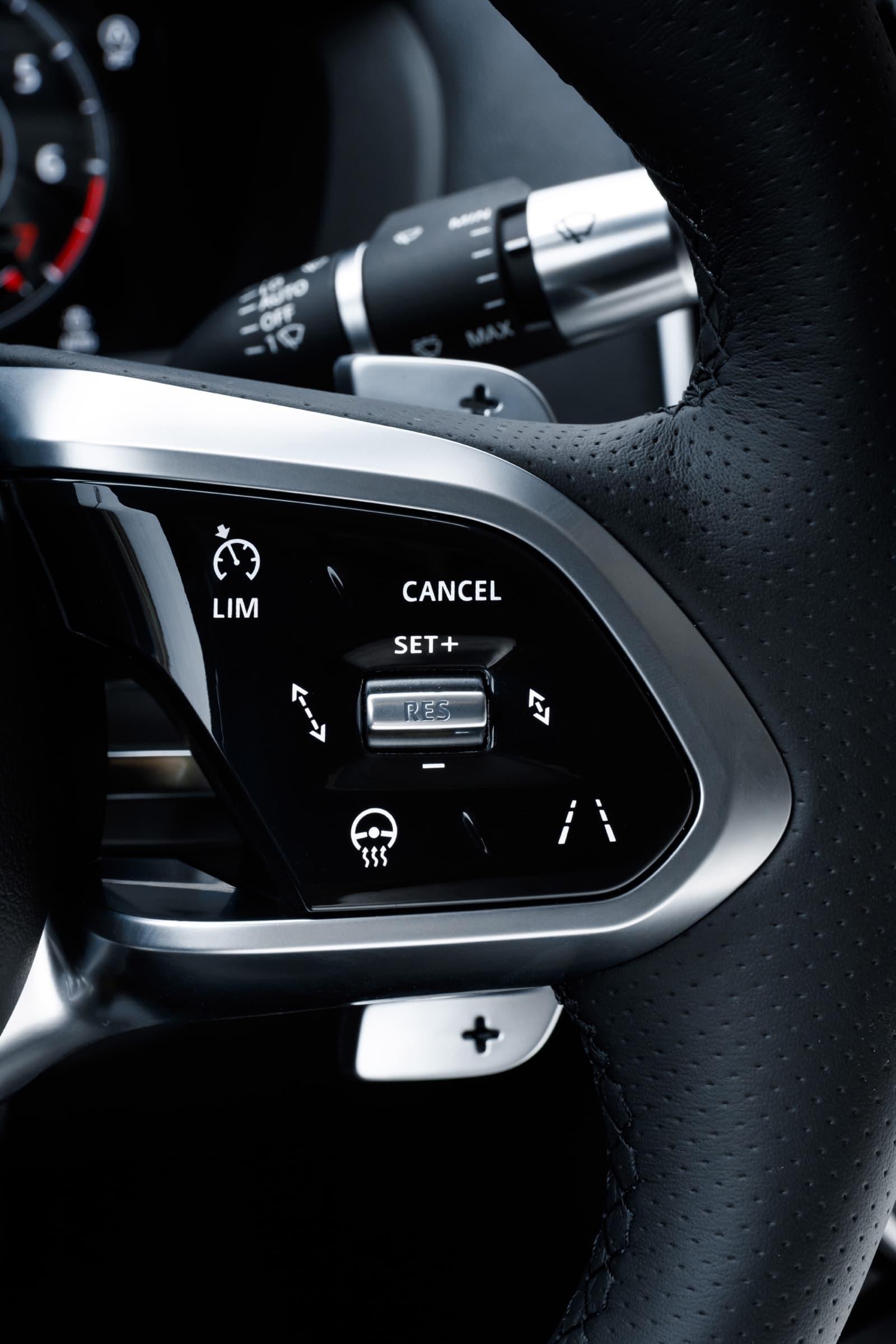 Jaguar Xe 2020 0419 037