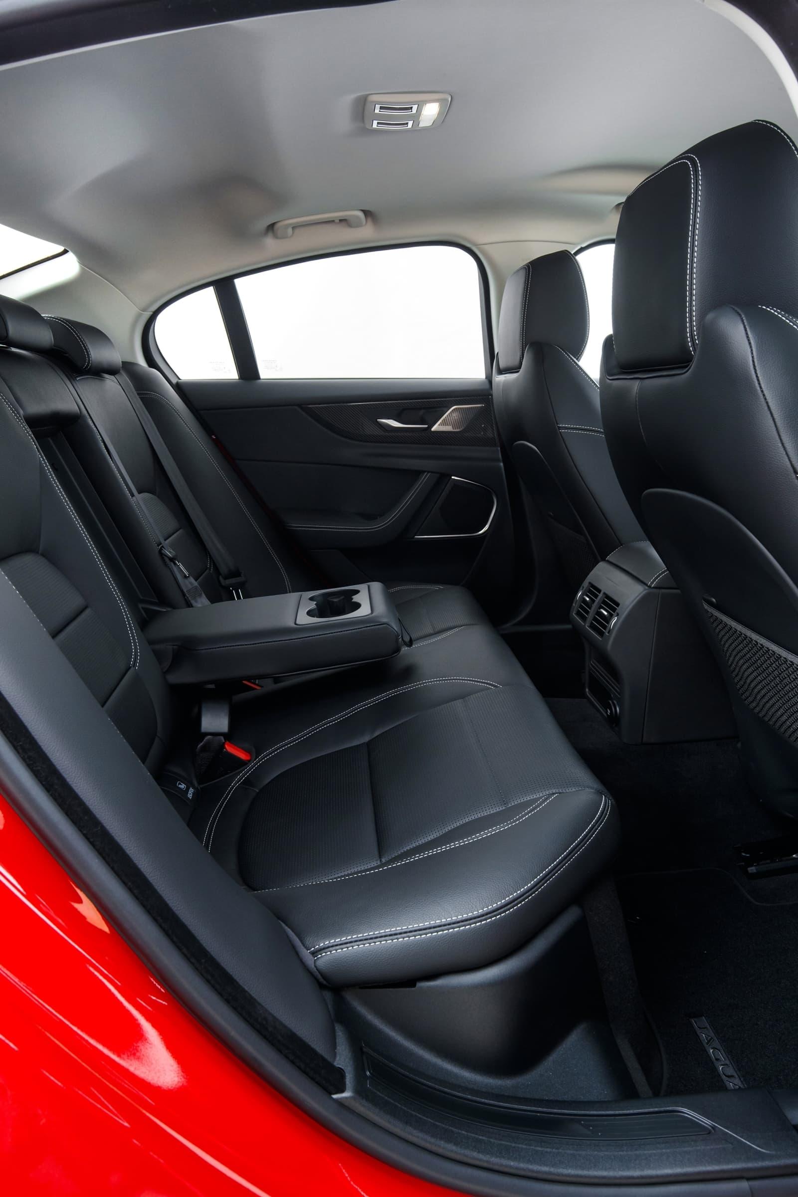 Jaguar Xe 2020 0419 041