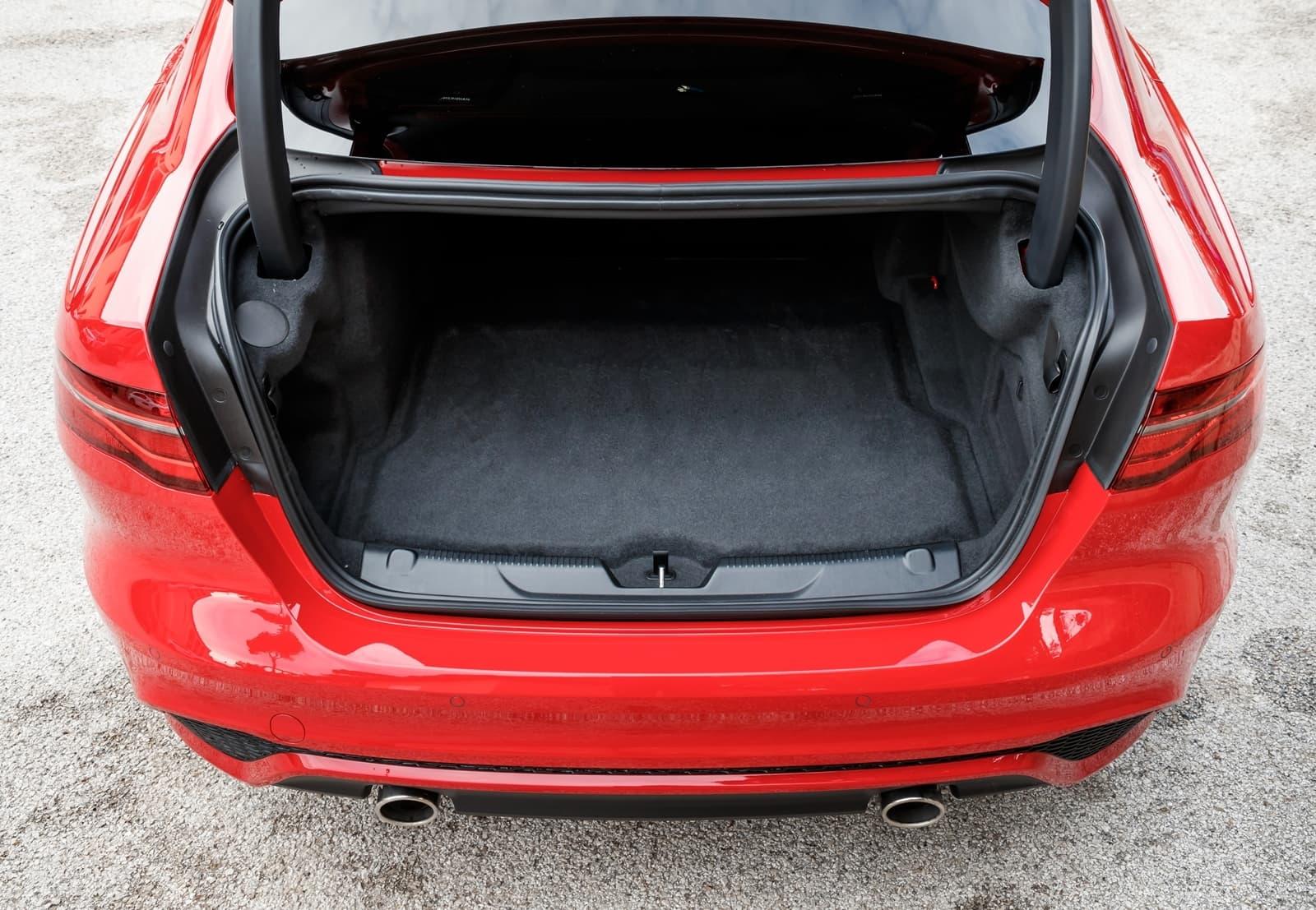 Jaguar Xe 2020 0419 047