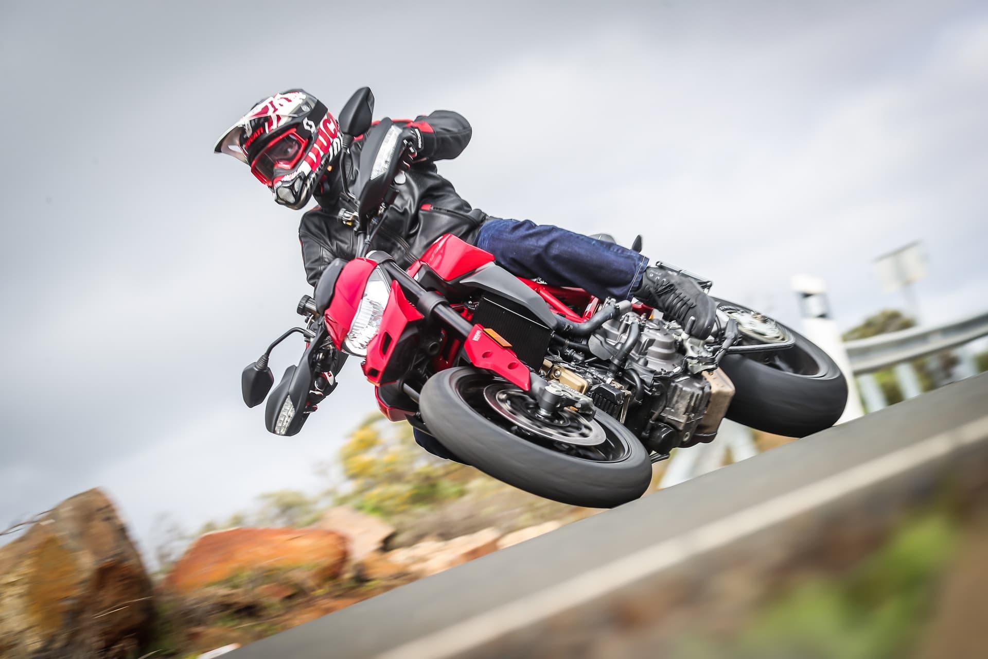 Ducati Hypermotard 950 Action 01 Uc70360 Mid