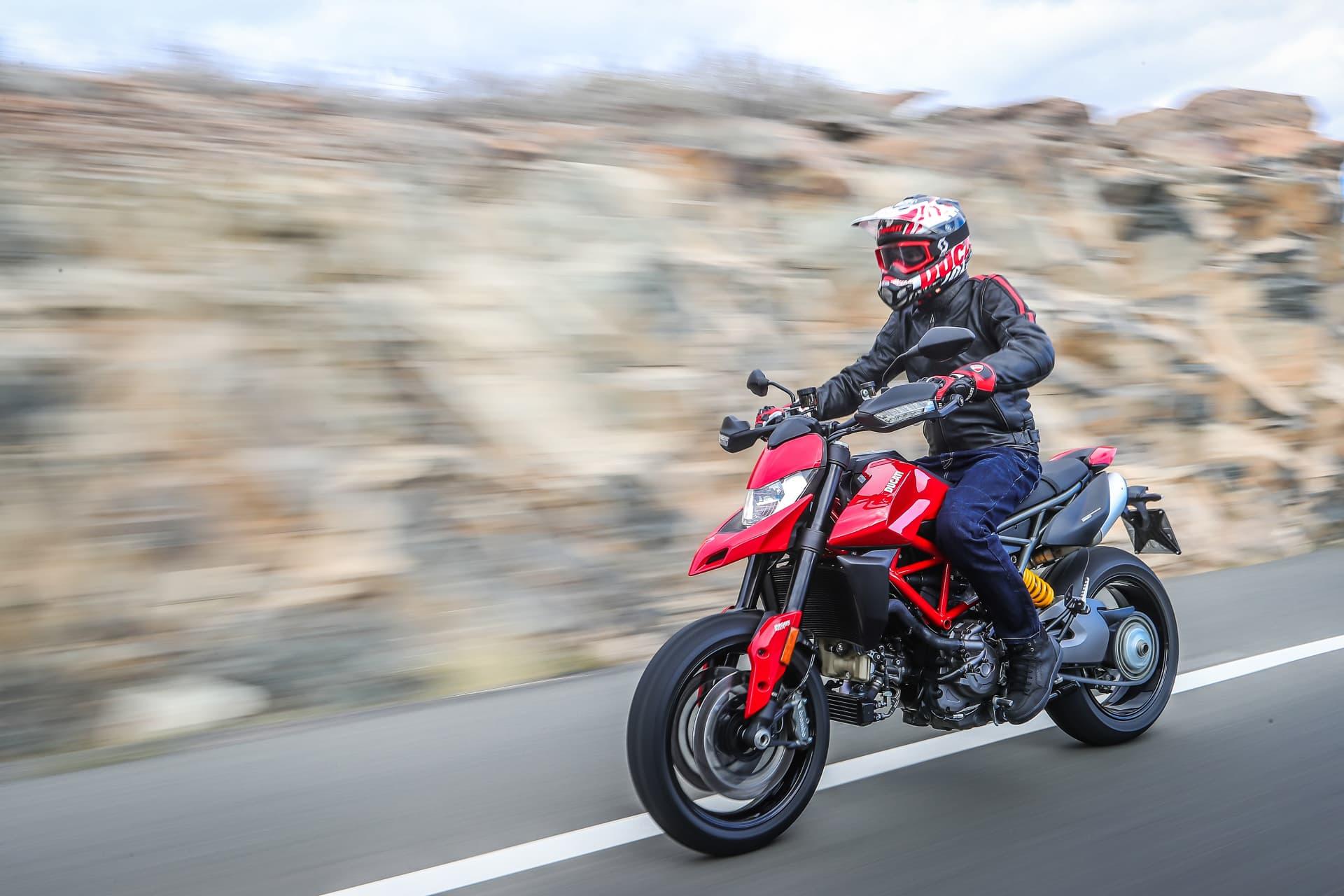 Ducati Hypermotard 950 Action 02 Uc70361 Mid