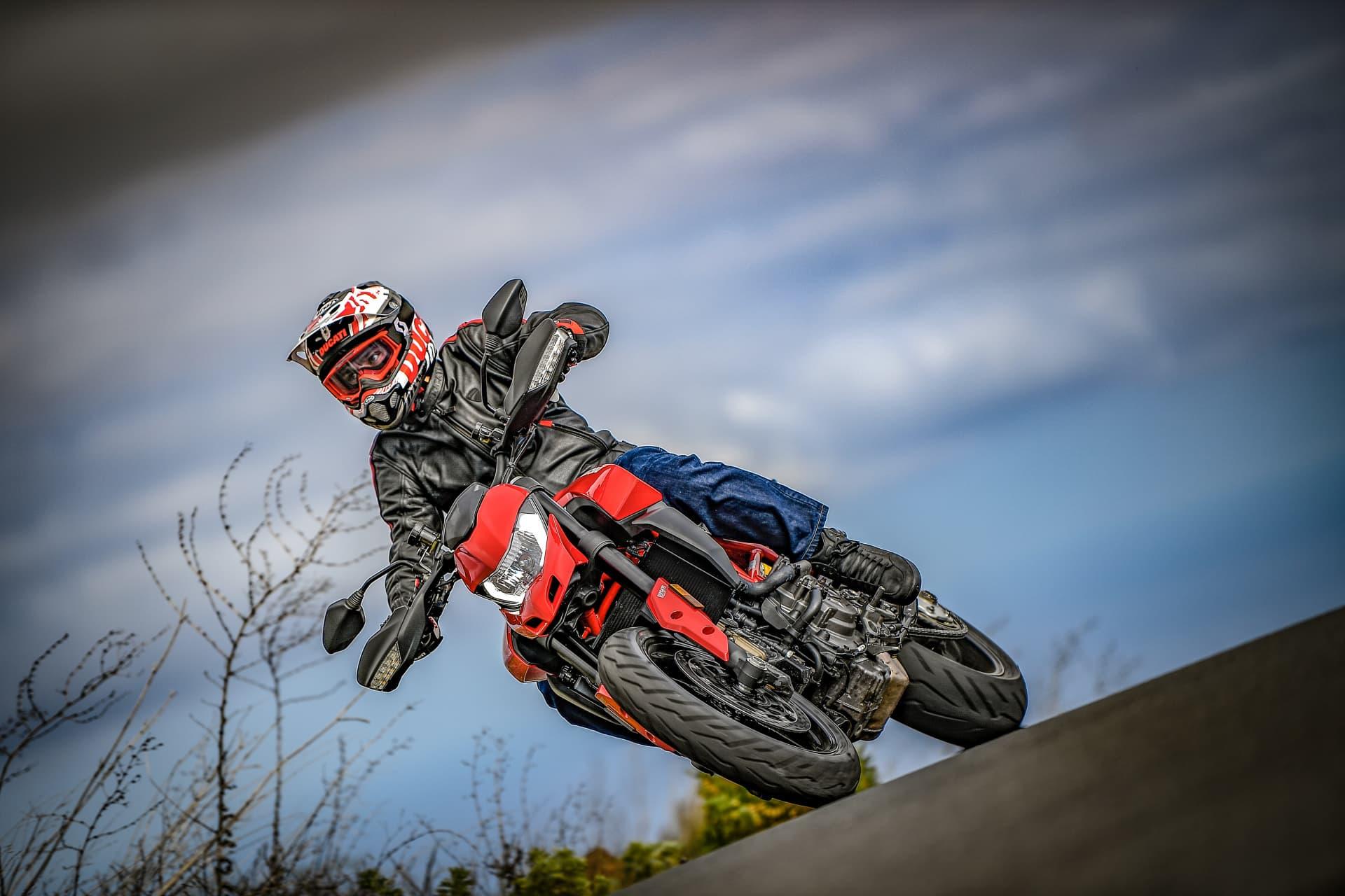 Ducati Hypermotard 950 Action 03 Uc70363 Mid