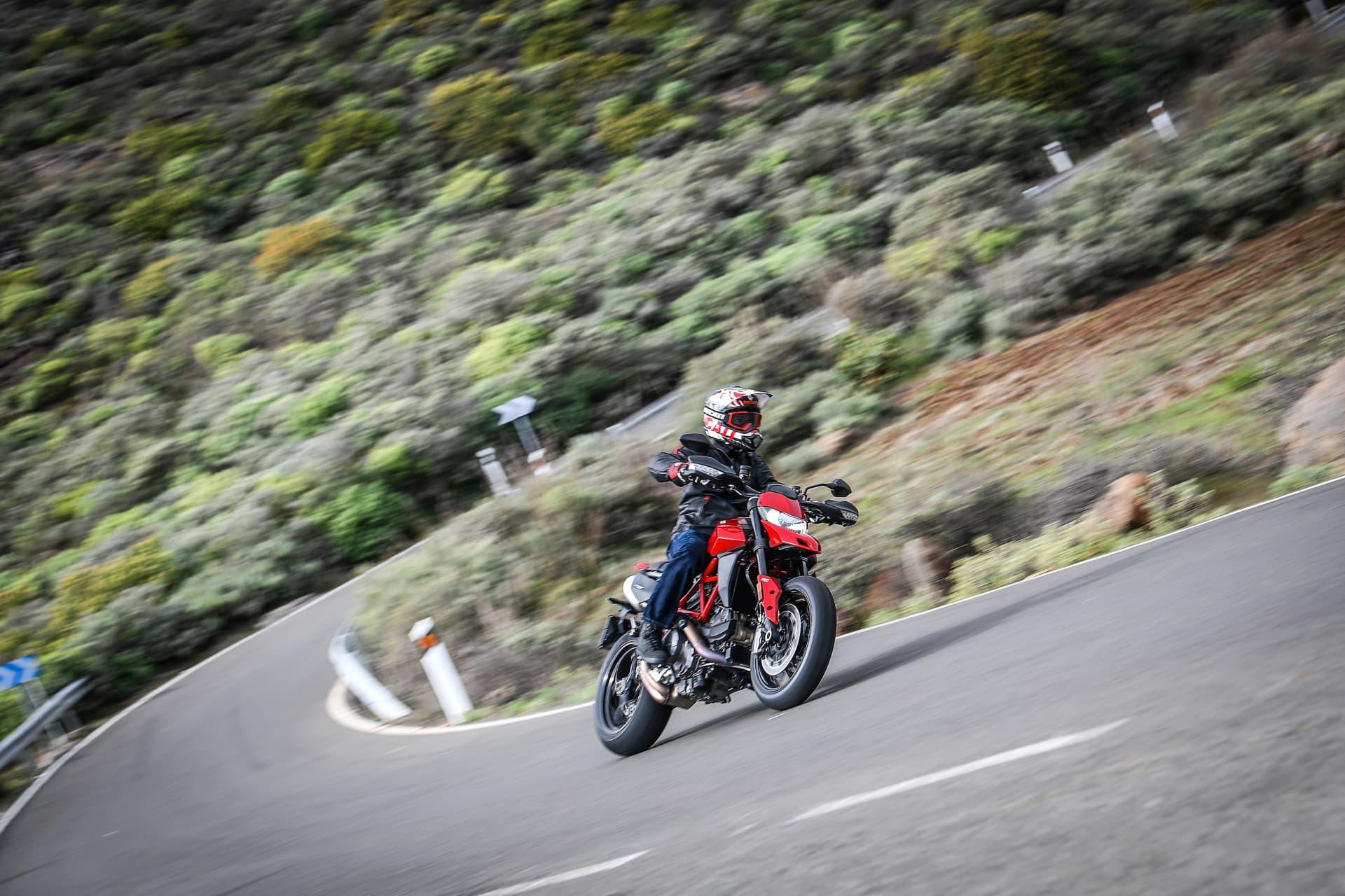 Ducati Hypermotard 950 Action 04 Uc70362 Mid
