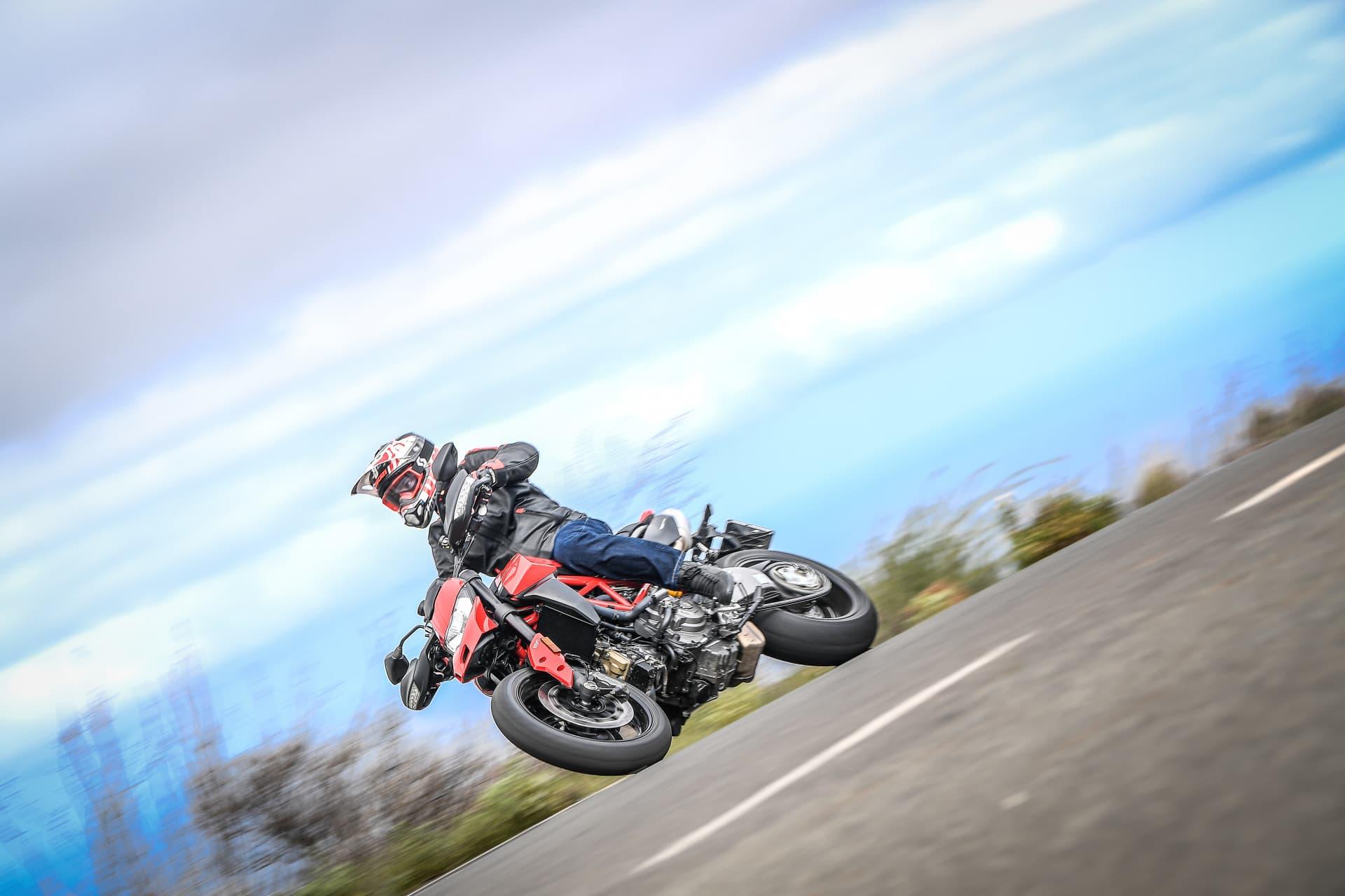 Ducati Hypermotard 950 Action 05 Uc70347 Mid