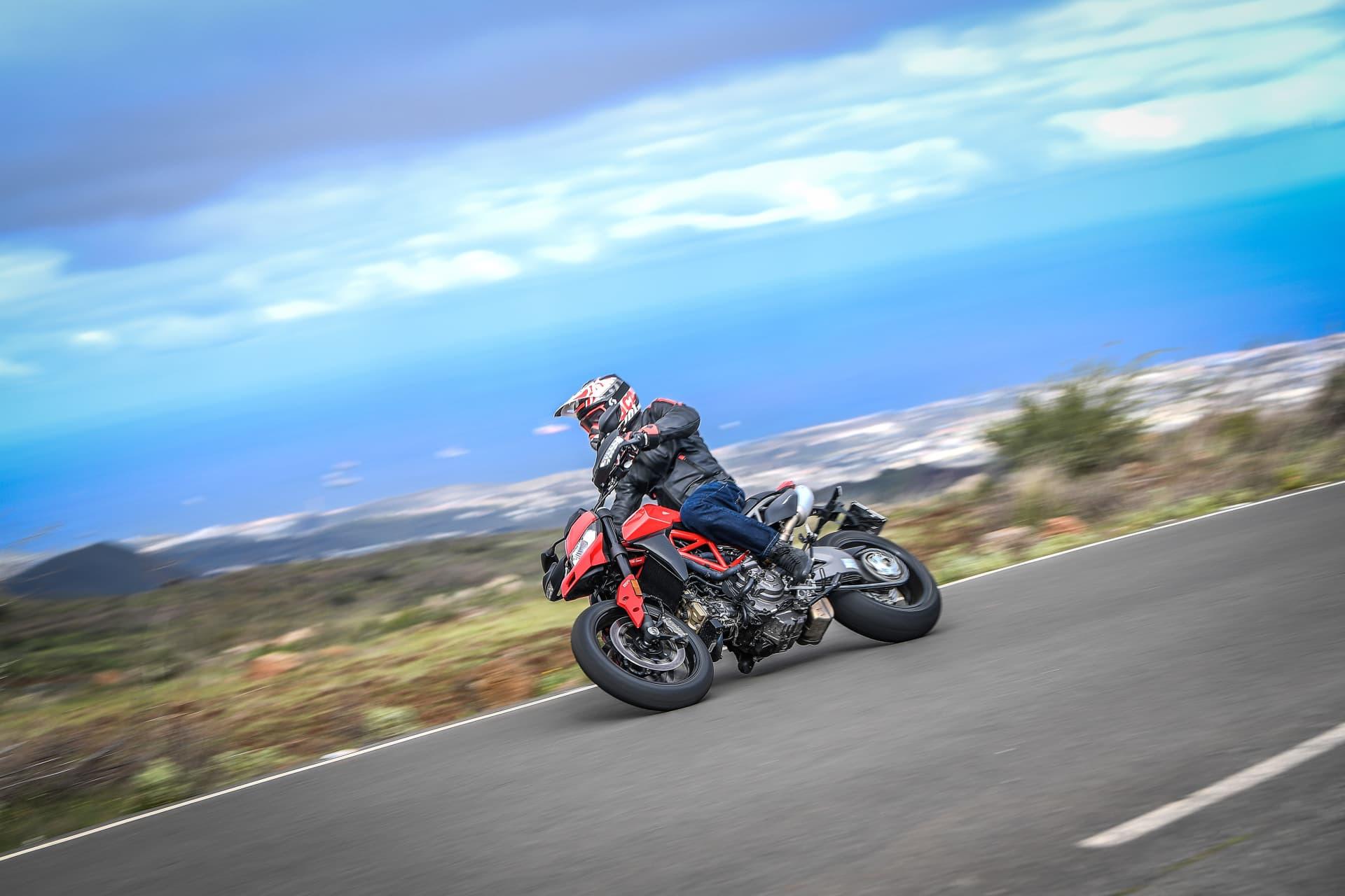 Ducati Hypermotard 950 Action 06 Uc70348 Mid