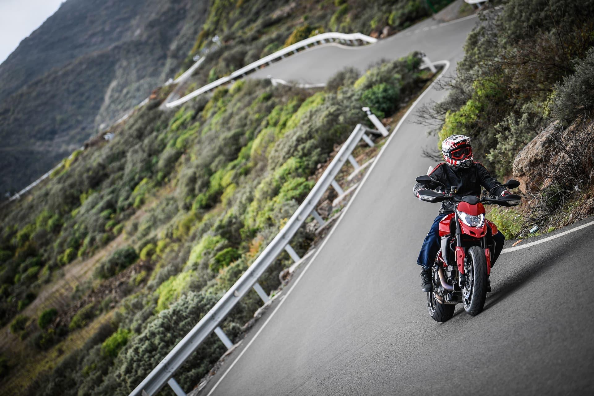 Ducati Hypermotard 950 Action 07 Uc70346 Mid