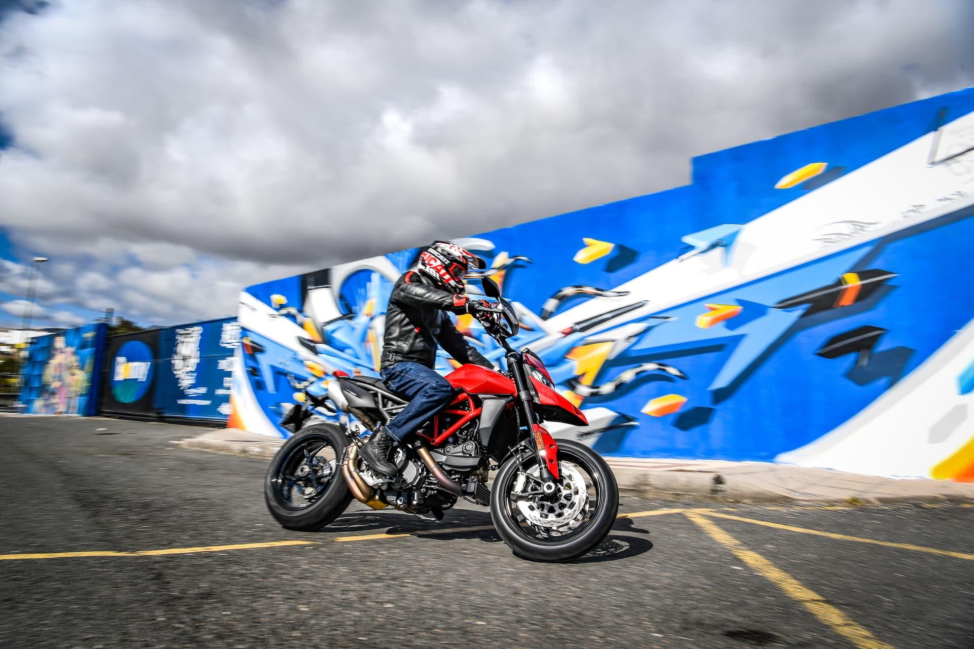 Ducati Hypermotard 950 Action 10 Uc70352 Mid