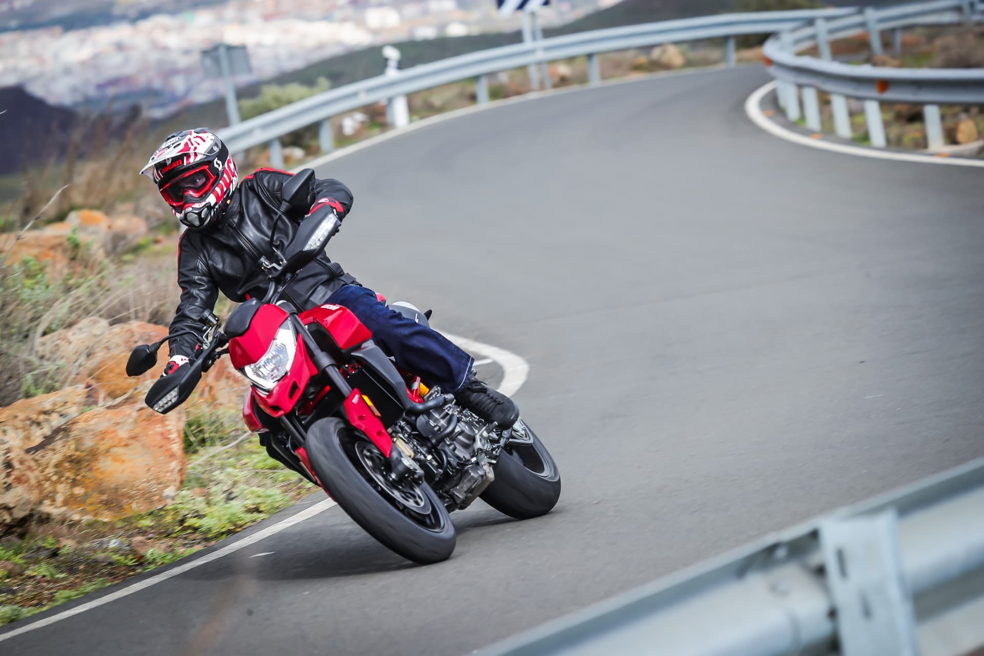Ducati Hypermotard 950 Action 12 Uc70350 Mid