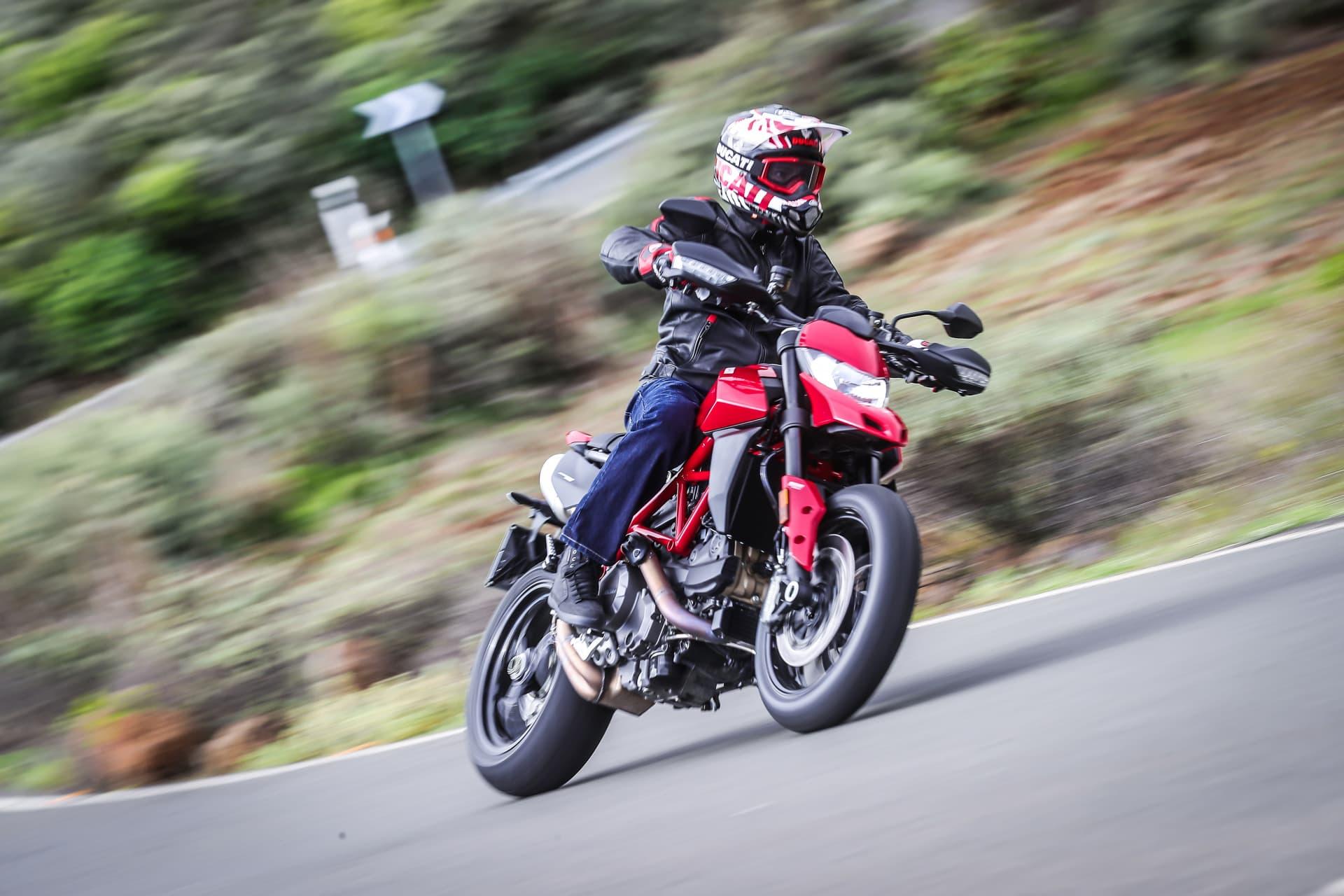 Ducati Hypermotard 950 Action 13 Uc70354 Mid