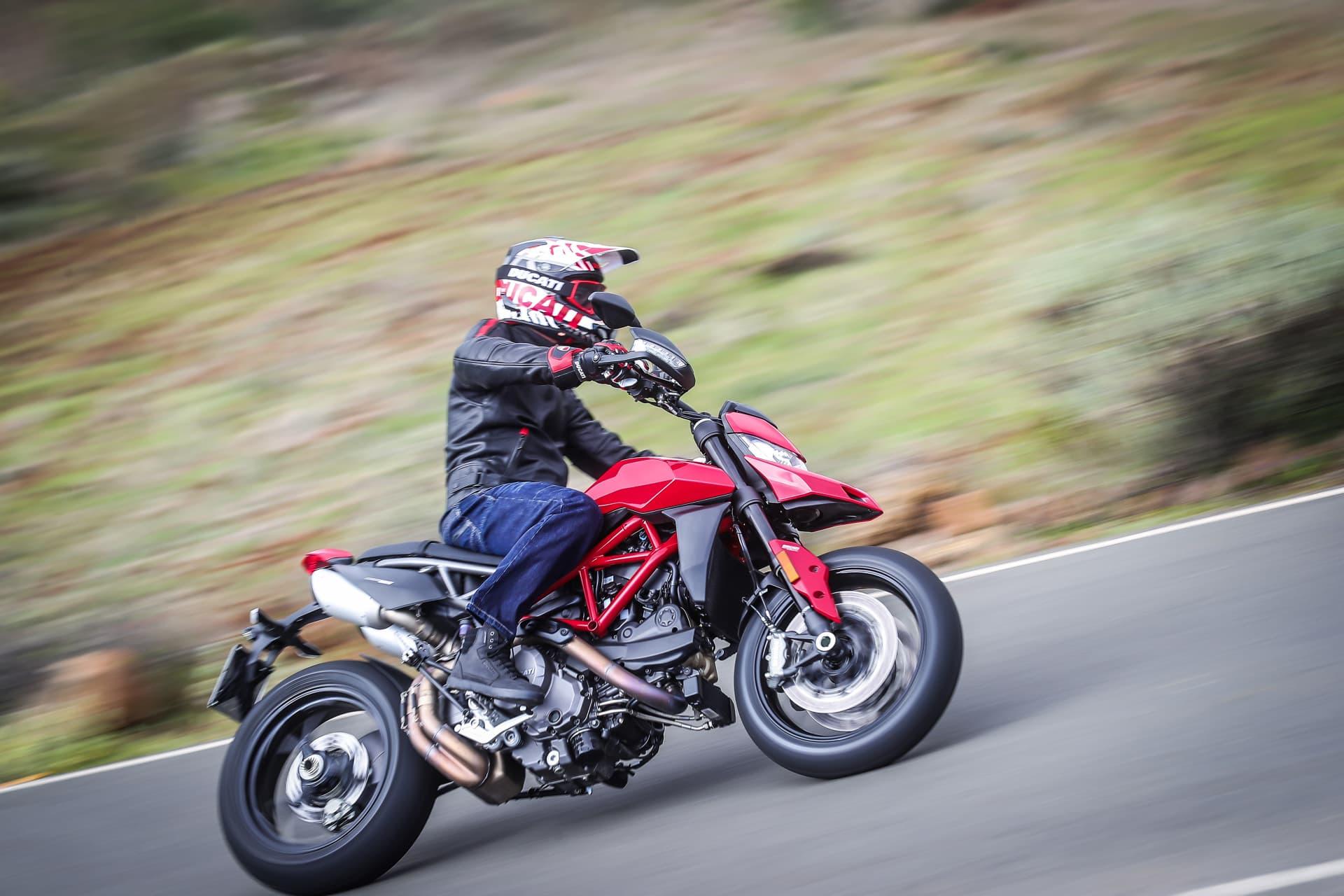 Ducati Hypermotard 950 Action 14 Uc70355 Mid