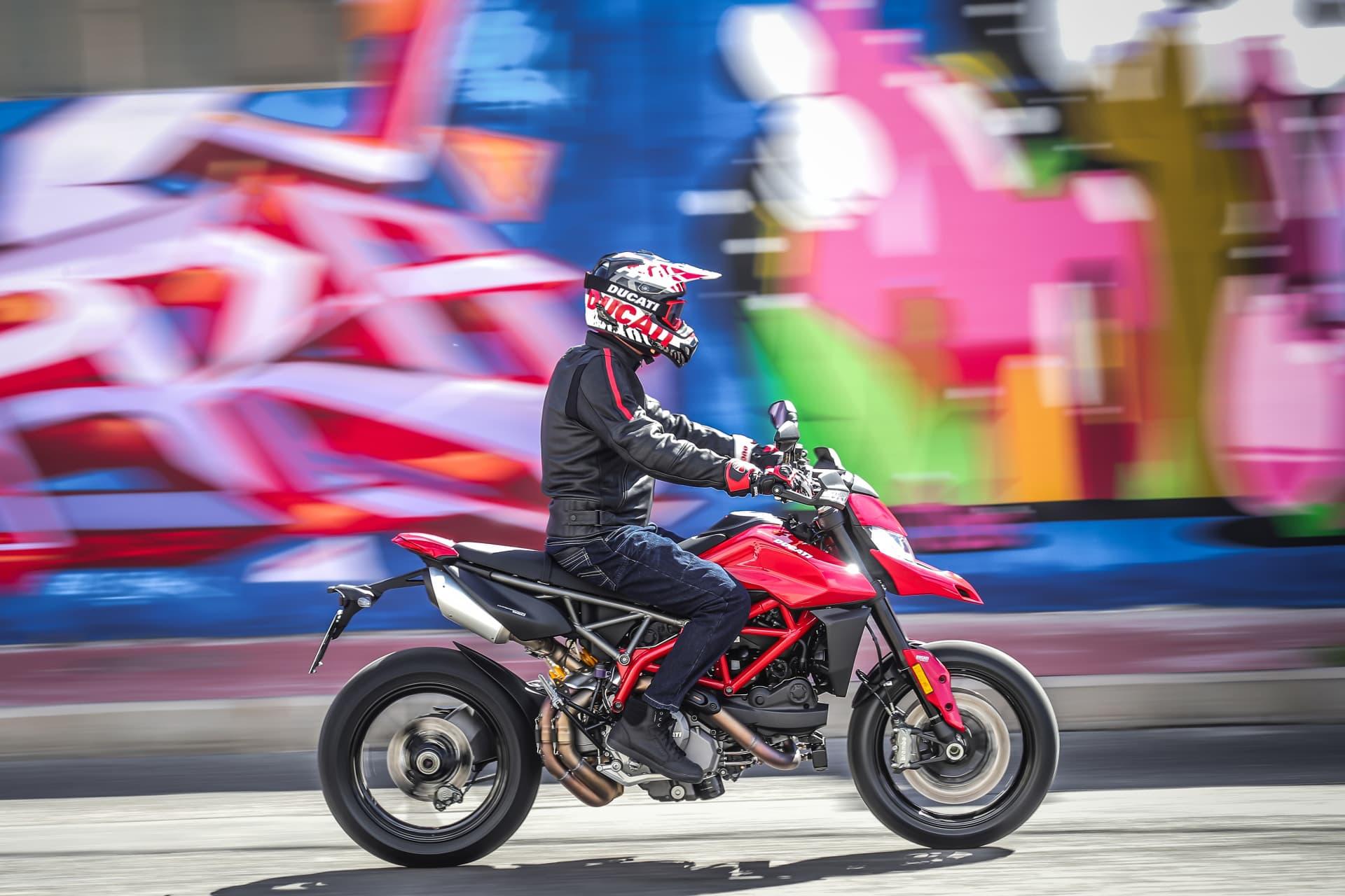 Ducati Hypermotard 950 Action 16 Uc70357 Mid
