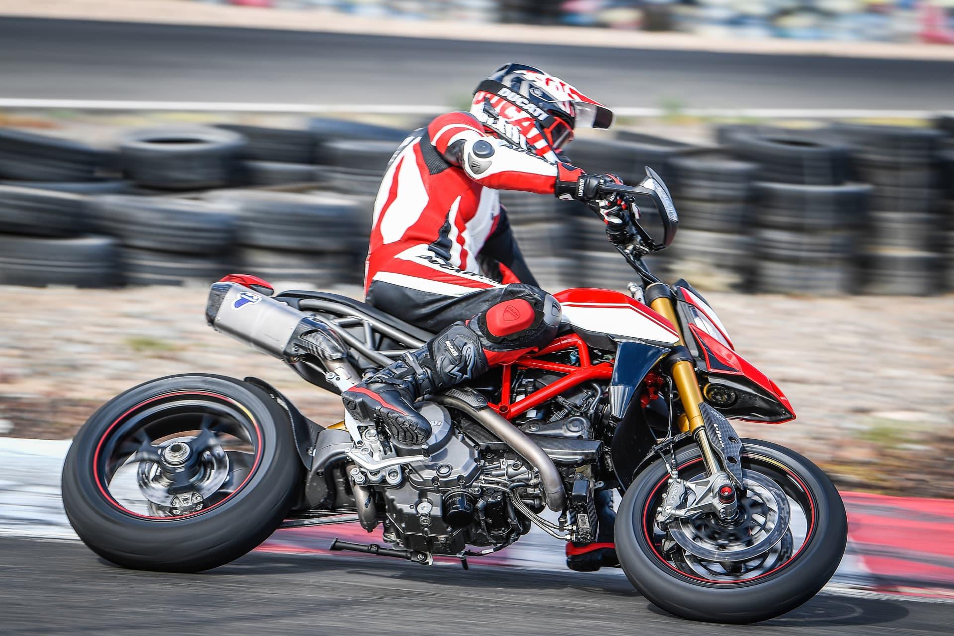 Ducati Hypermotard 950 Sp Performance 01 Uc70345 Mid