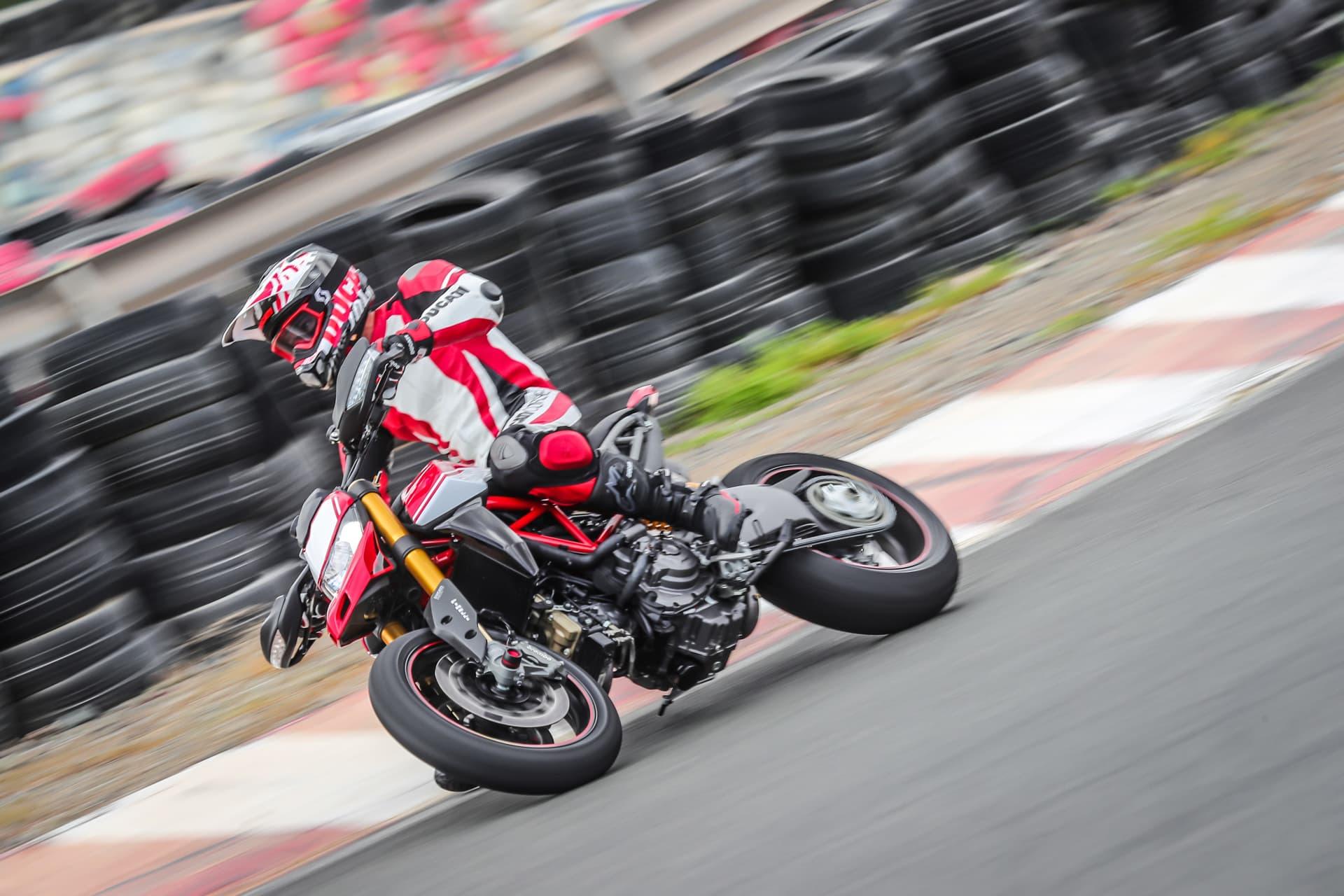 Ducati Hypermotard 950 Sp Performance 13 Uc70343 Mid