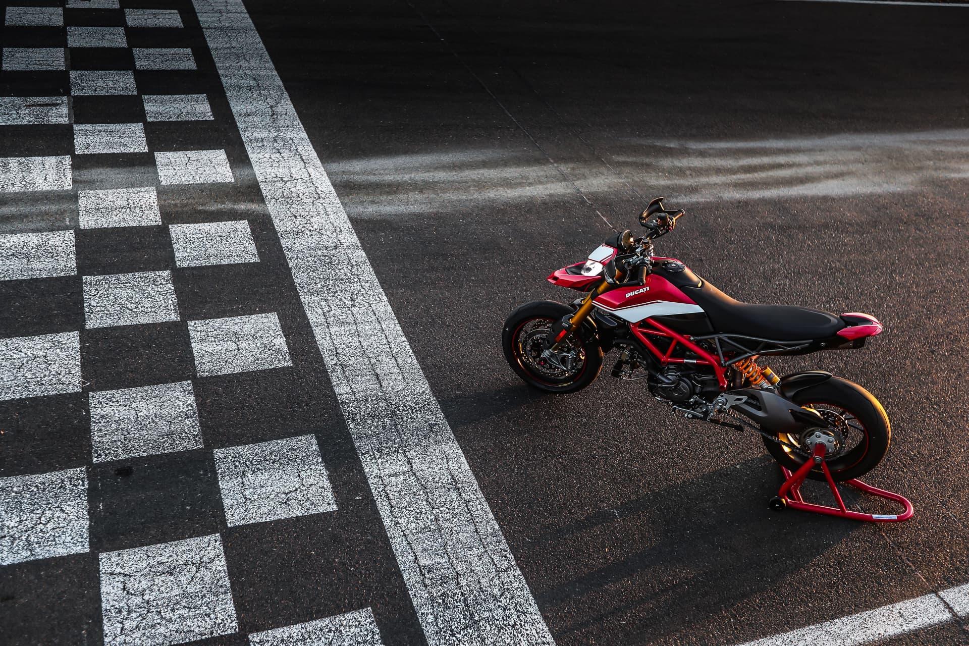 Ducati Hypermotard 950 Sp Static 00 Uc70302 Mid