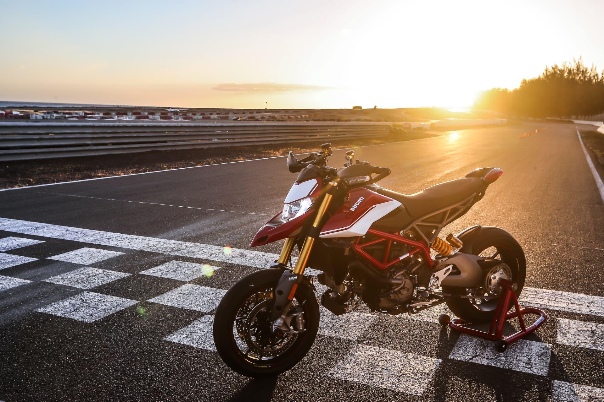 Ducati Hypermotard 950 Sp Static 01 Uc70301 Mid