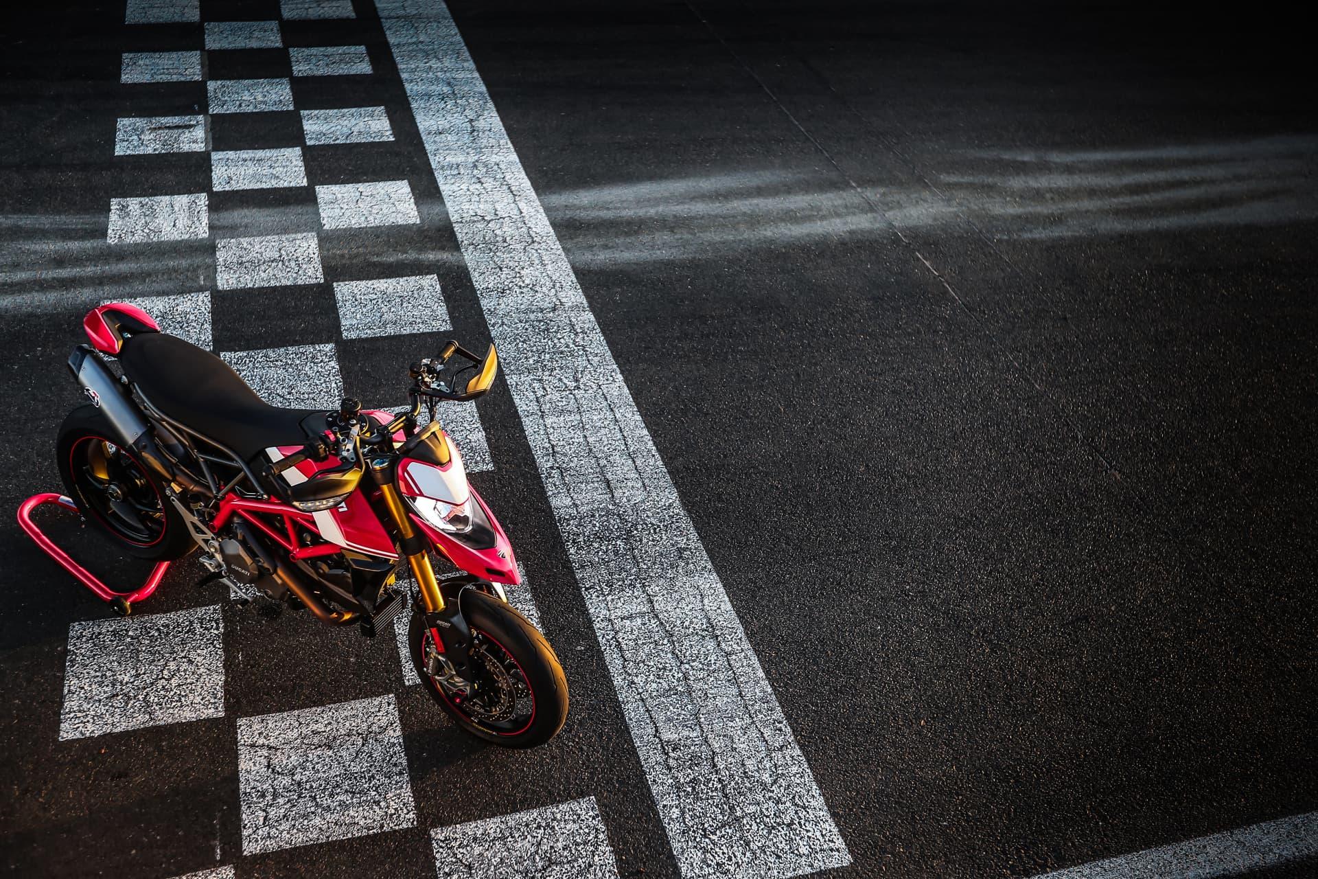 Ducati Hypermotard 950 Sp Static 02 Uc70303 Mid