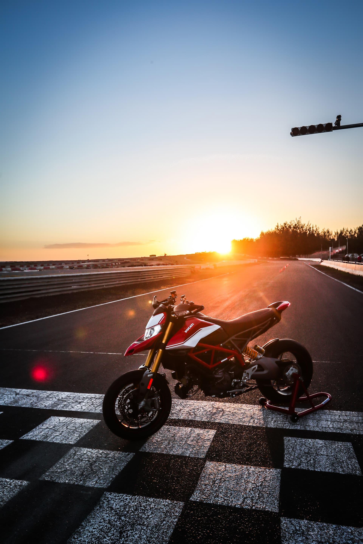 Ducati Hypermotard 950 Sp Static 03 Uc70300 Mid