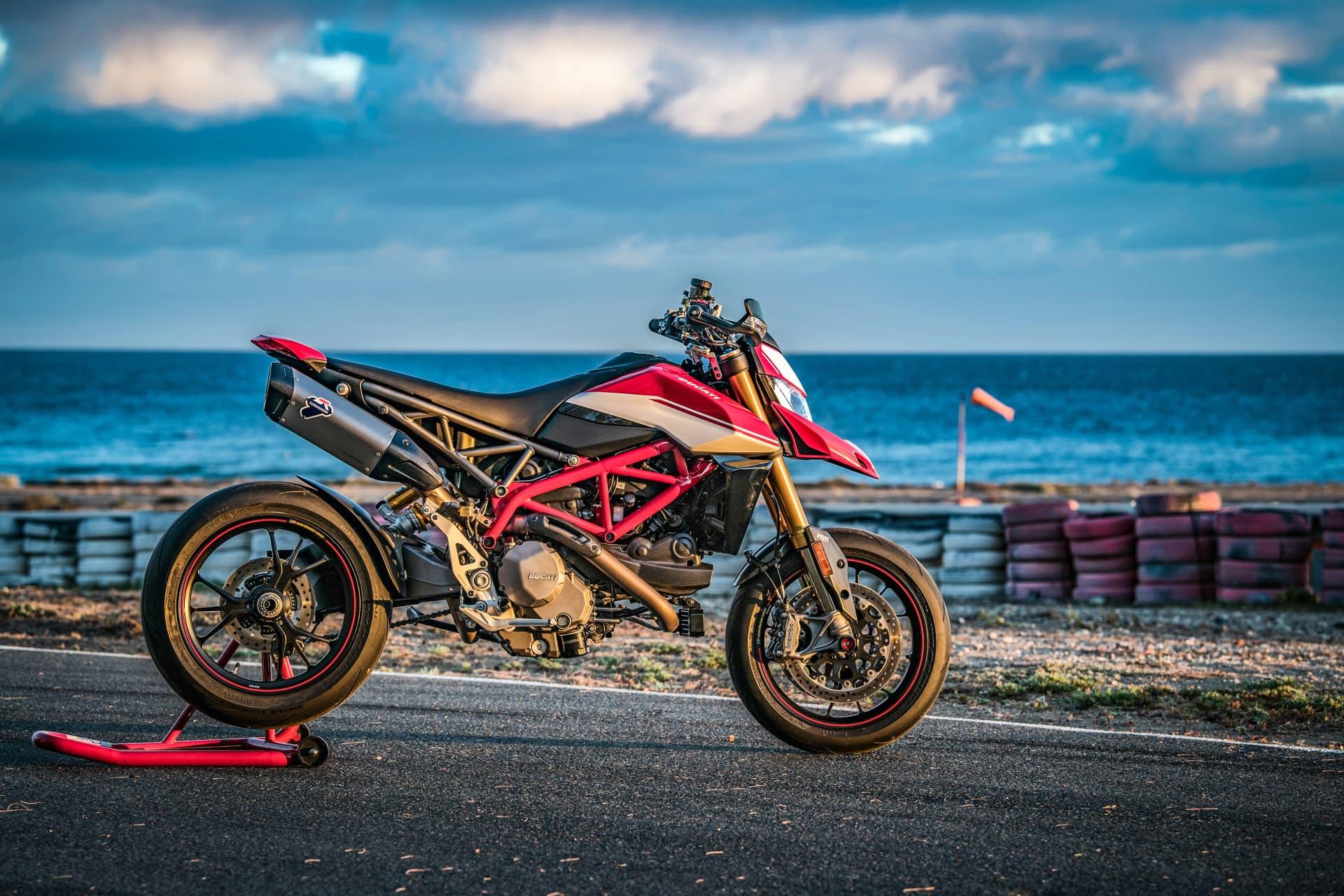 Ducati Hypermotard 950 Sp Static 04 Uc70306 Mid