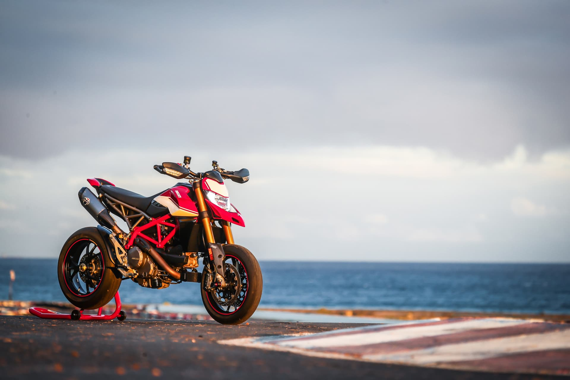 Ducati Hypermotard 950 Sp Static 06 Uc70304 Mid