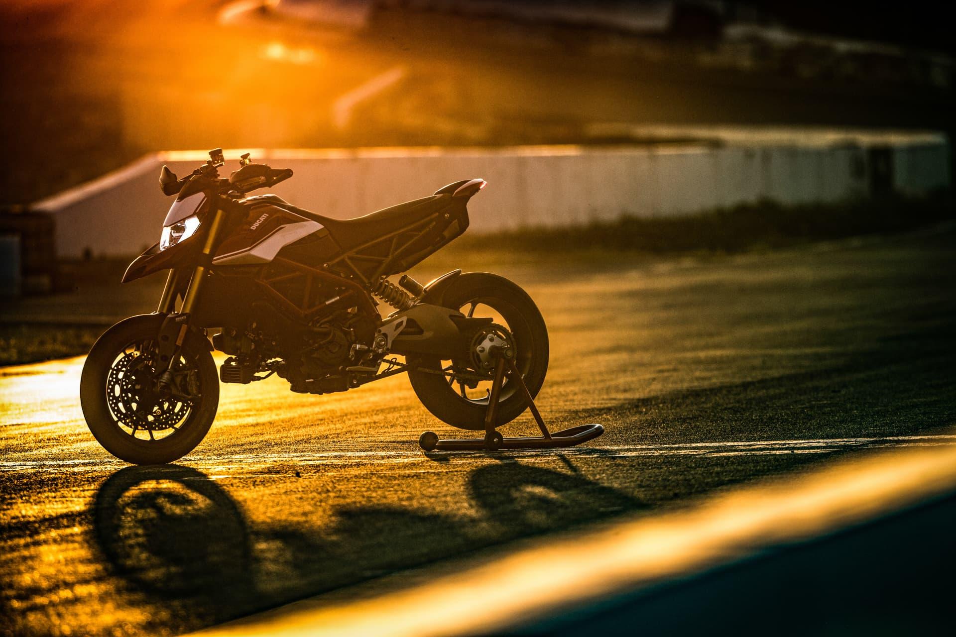 Ducati Hypermotard 950 Sp Static 09 Uc70311 Mid