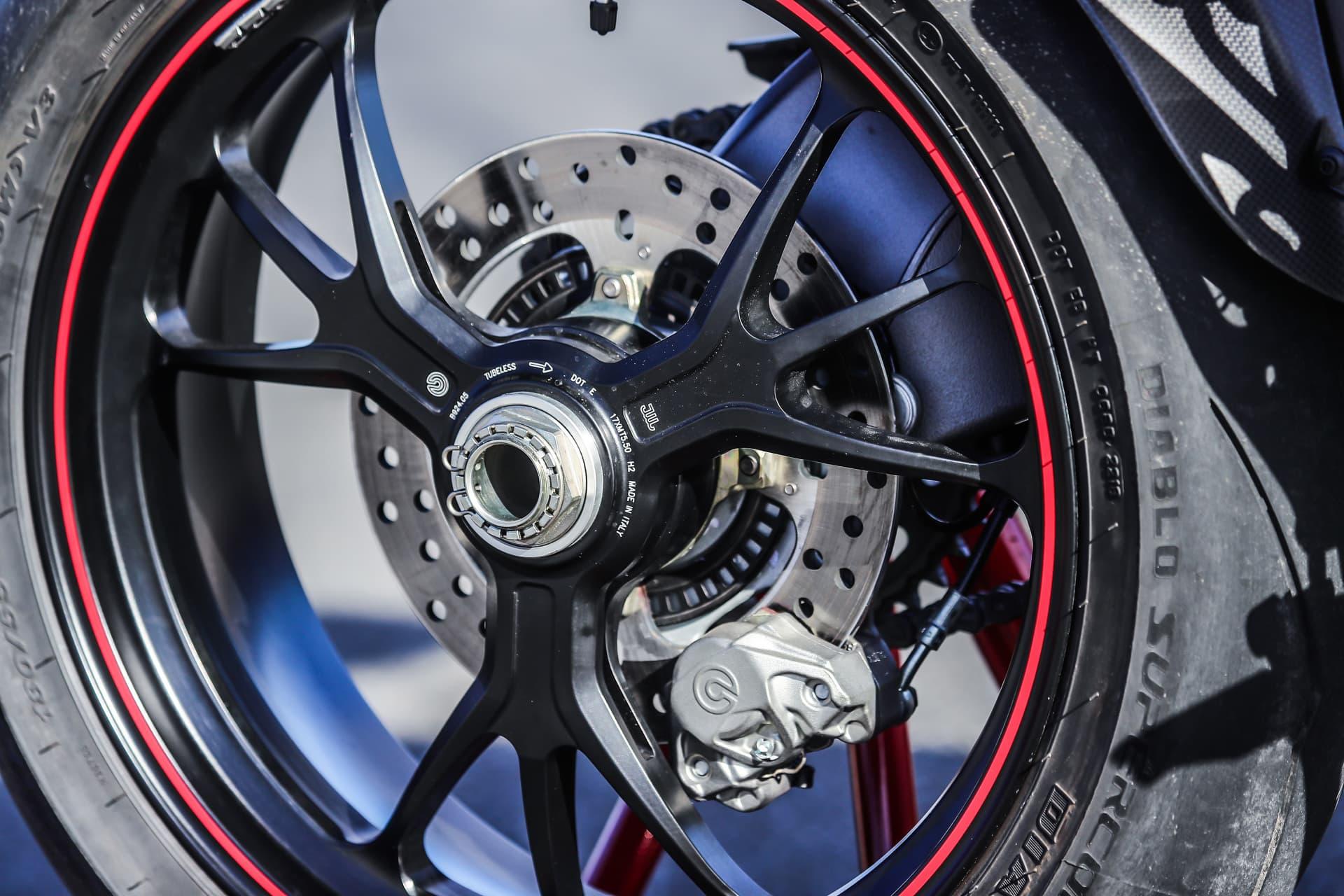 Ducati Hypermotard 950 Sp Static 24 Uc70323 Mid
