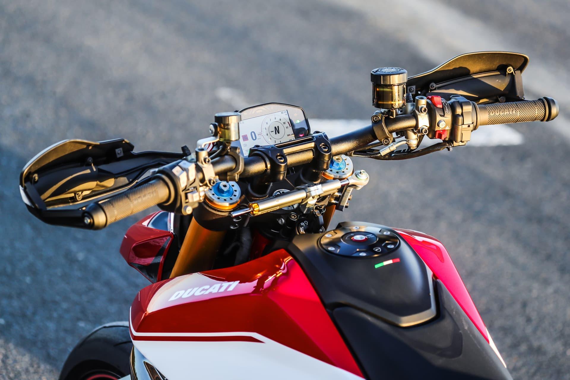 Ducati Hypermotard 950 Sp Static 38 Uc70297 Mid
