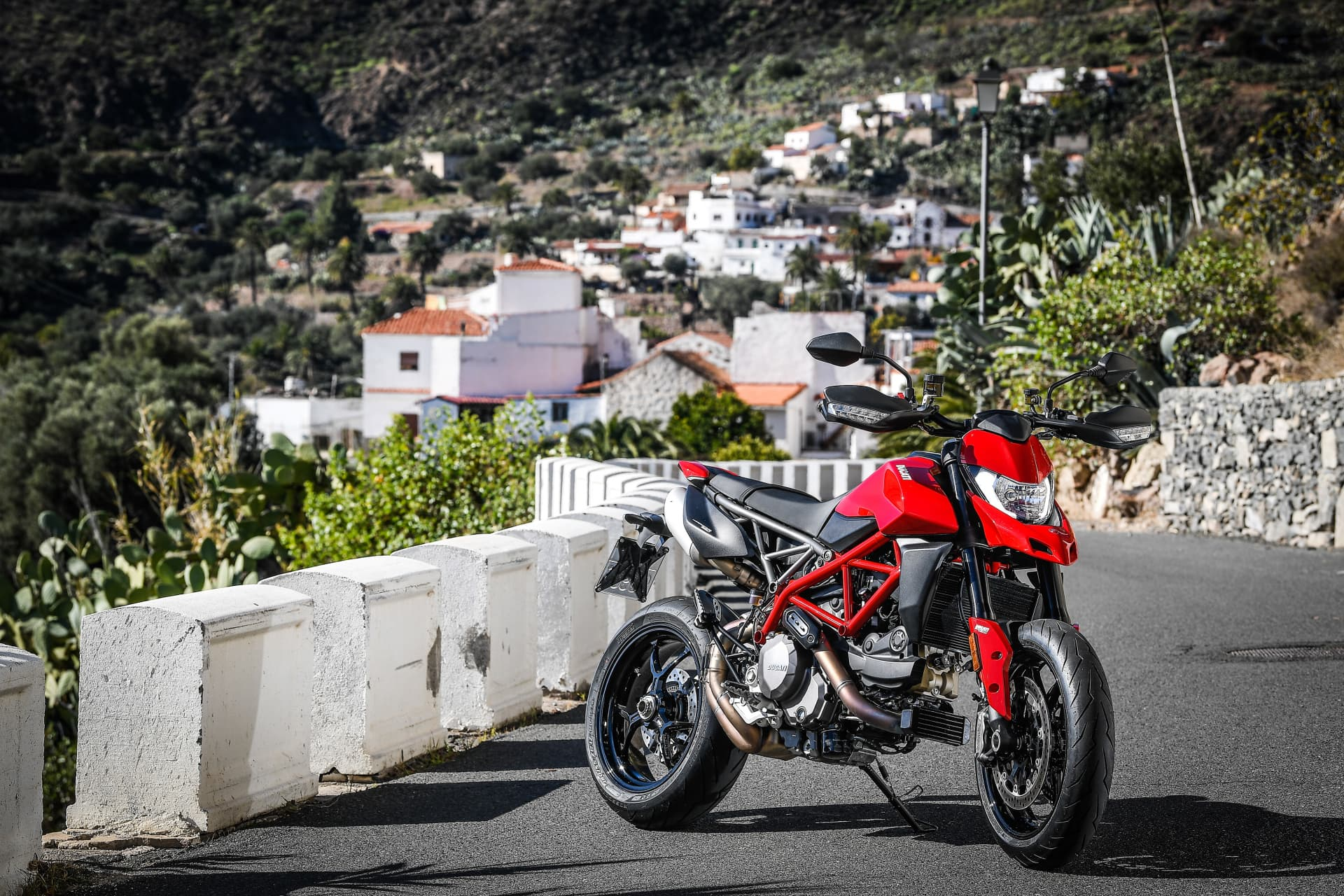 Ducati Hypermotard 950 Static 09 Uc70272 Mid