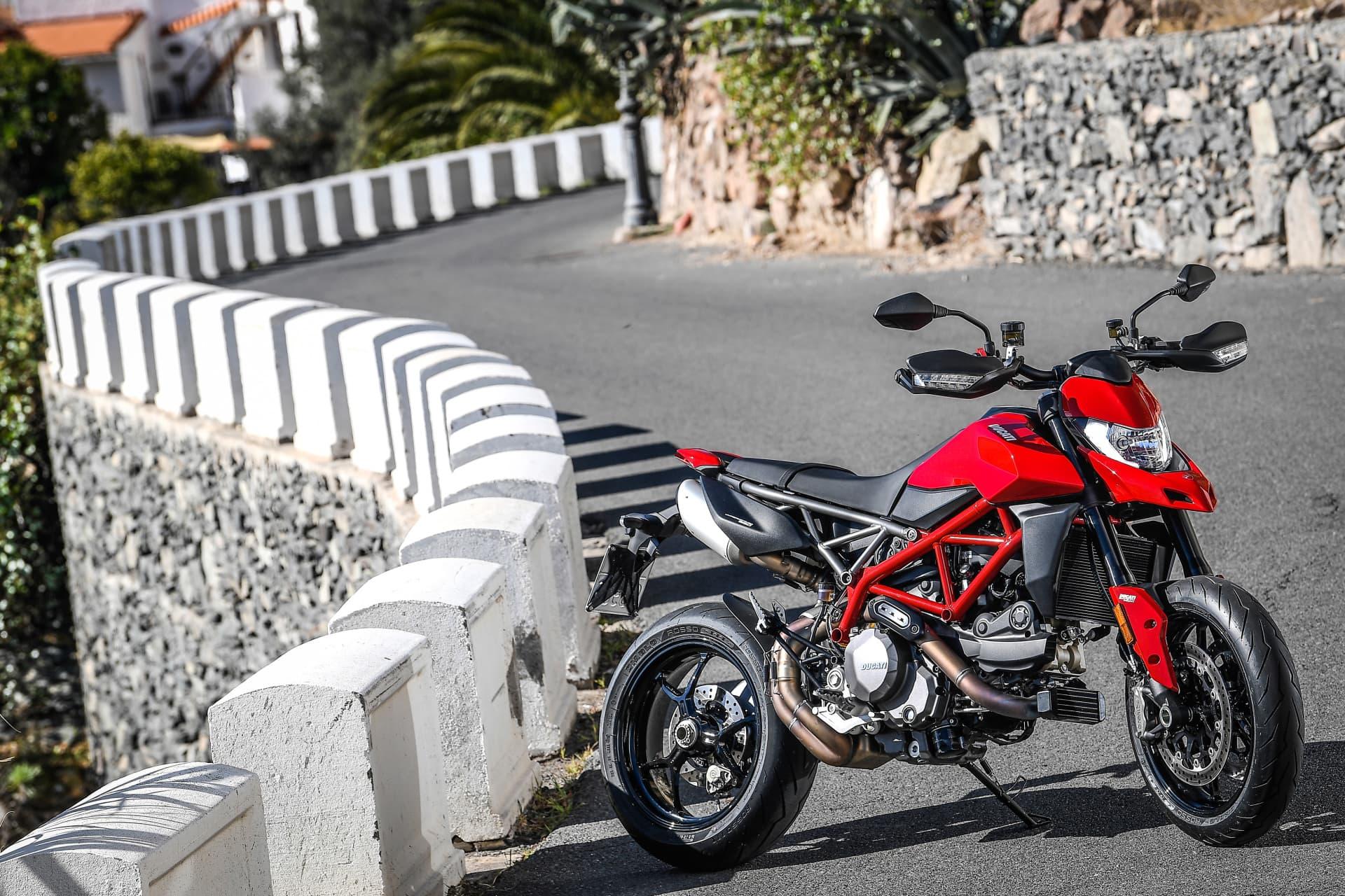 Ducati Hypermotard 950 Static 11 Uc70271 Mid
