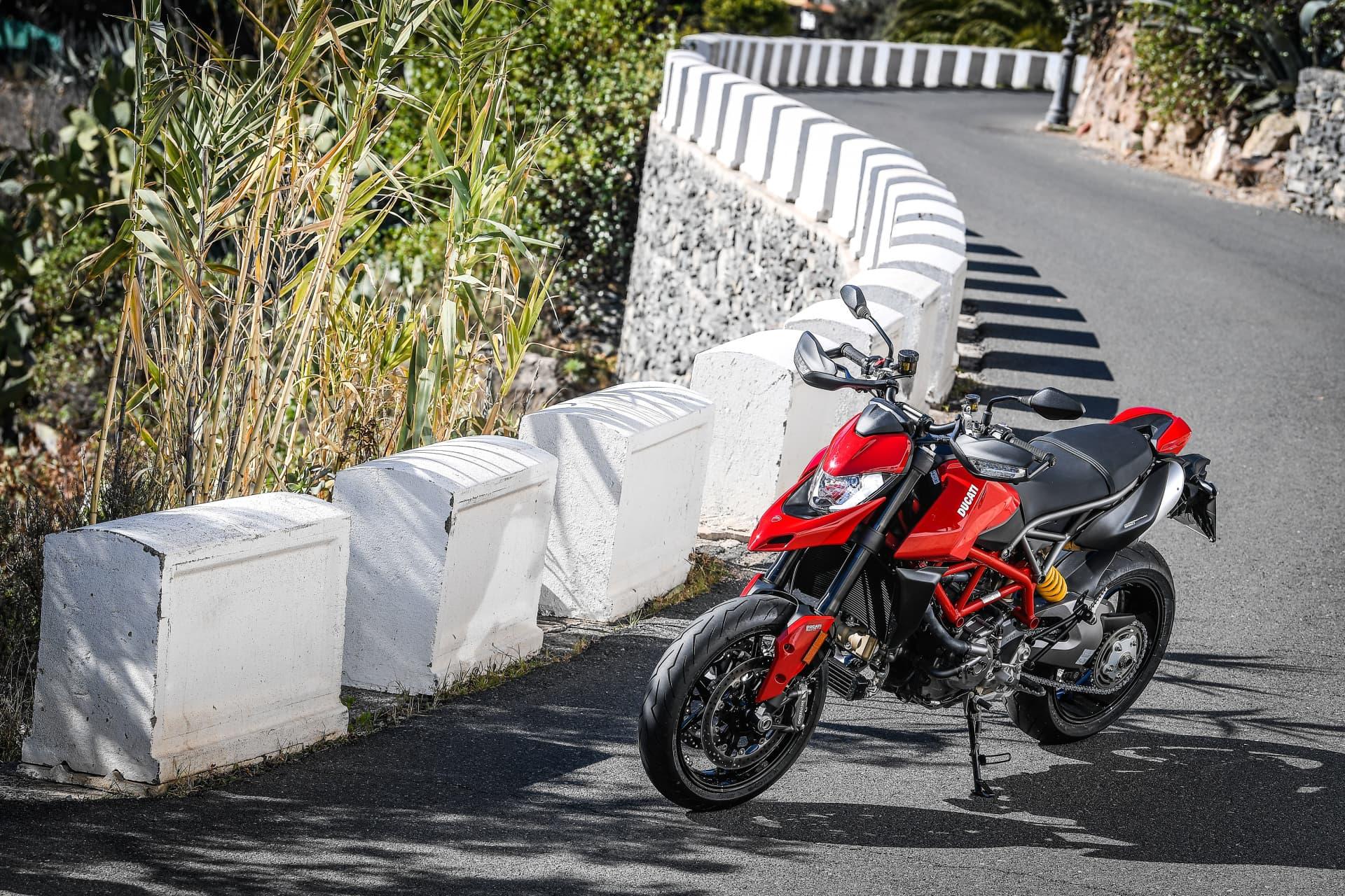 Ducati Hypermotard 950 Static 12 Uc70274 Mid