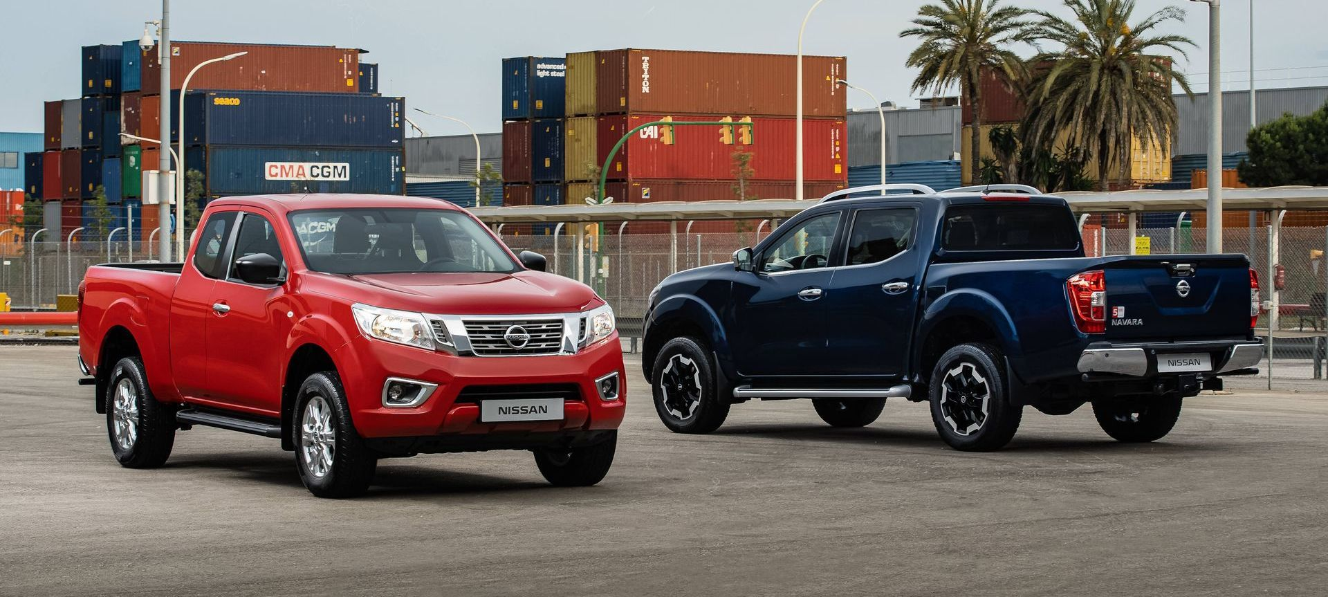 Nissan Navara King Cab (red) And Double Cab (blue)