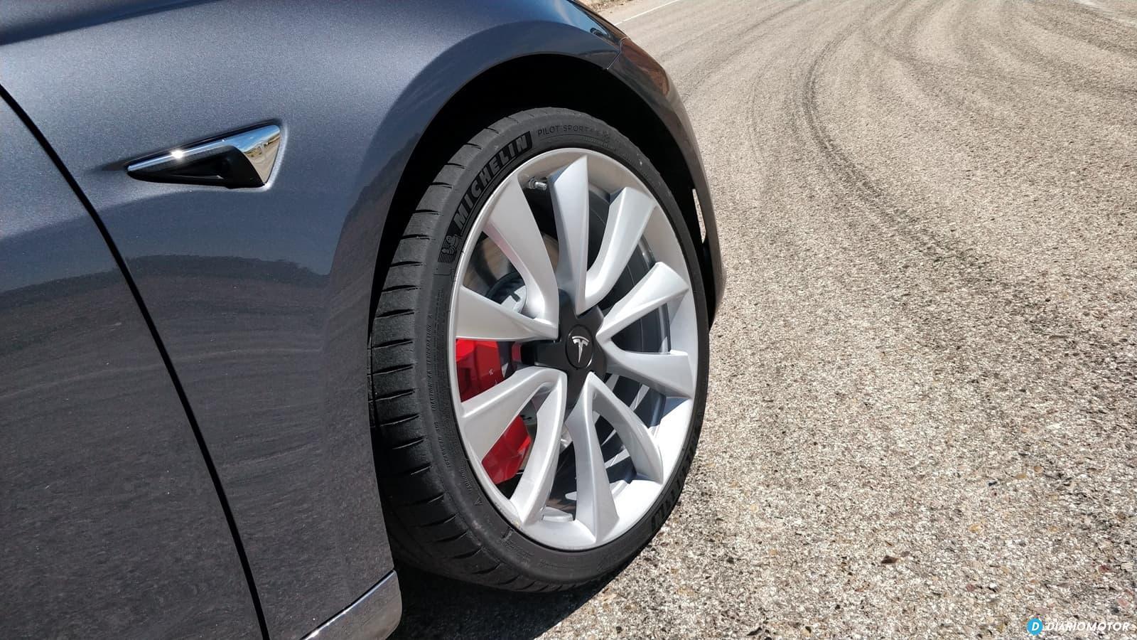 Tesla Model 3 Vs Alfa Romeo Giulia Quadrifoglio 0619 030