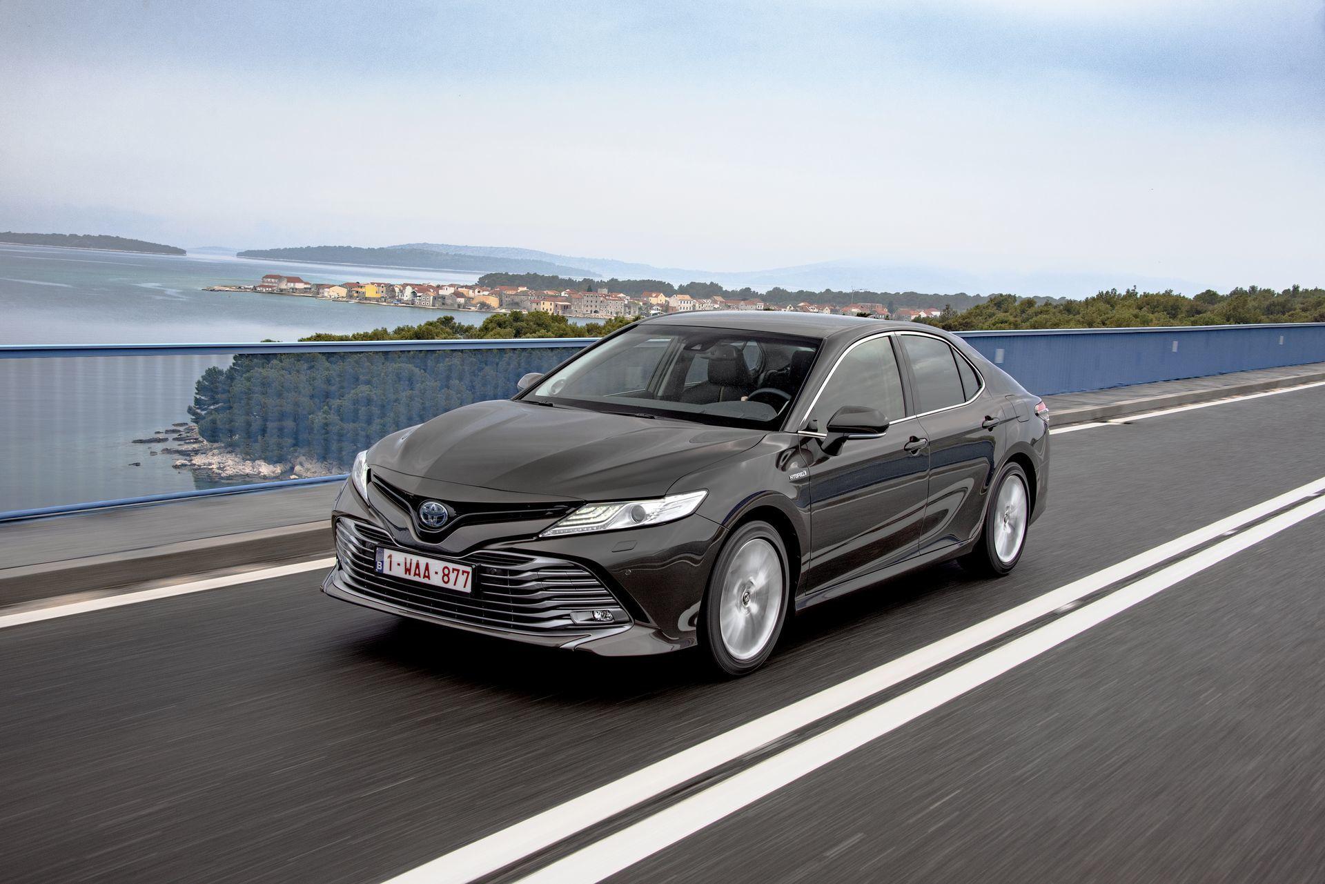 Toyota Camry Hybrid 2019 1