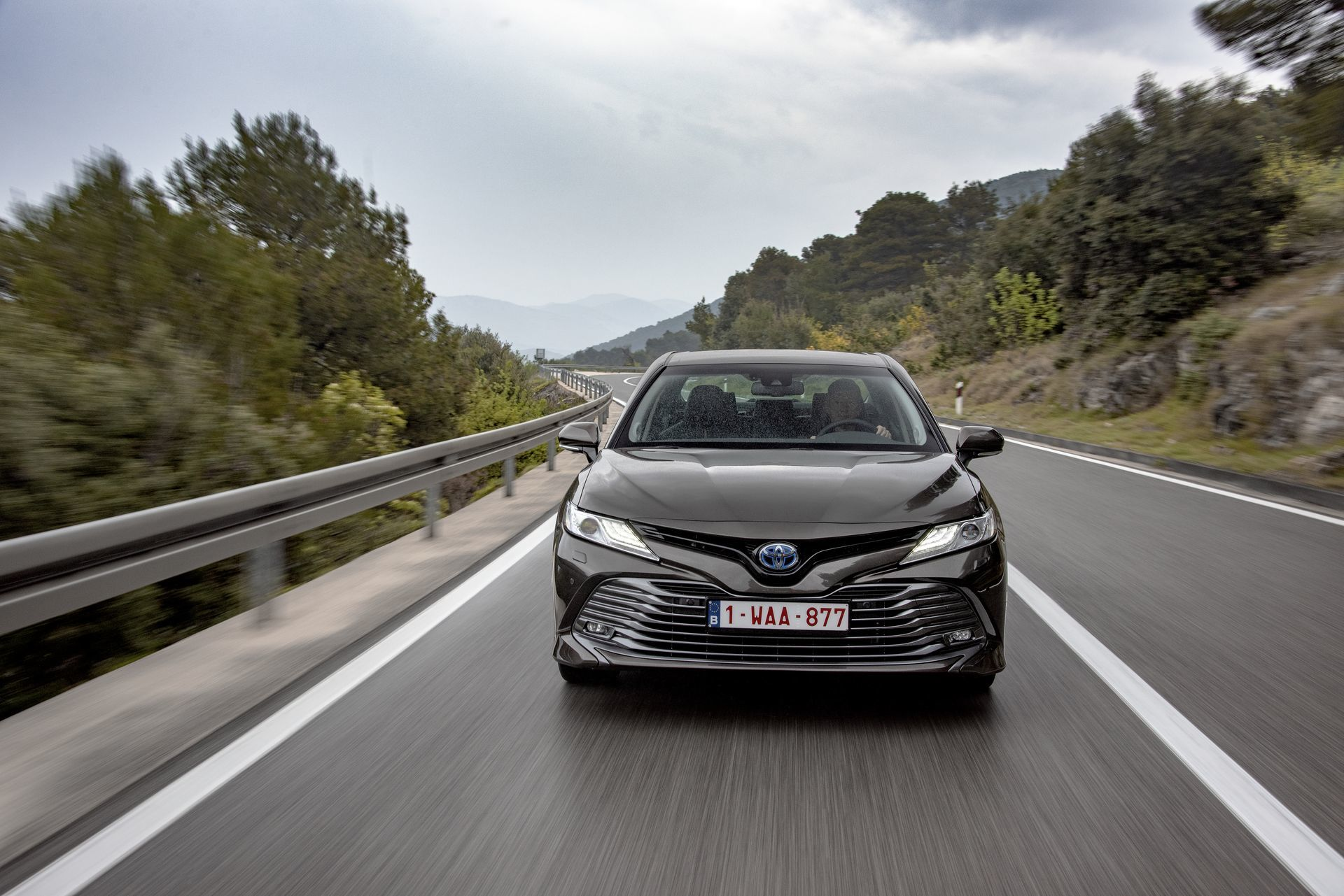 Toyota Camry Hybrid 2019 10