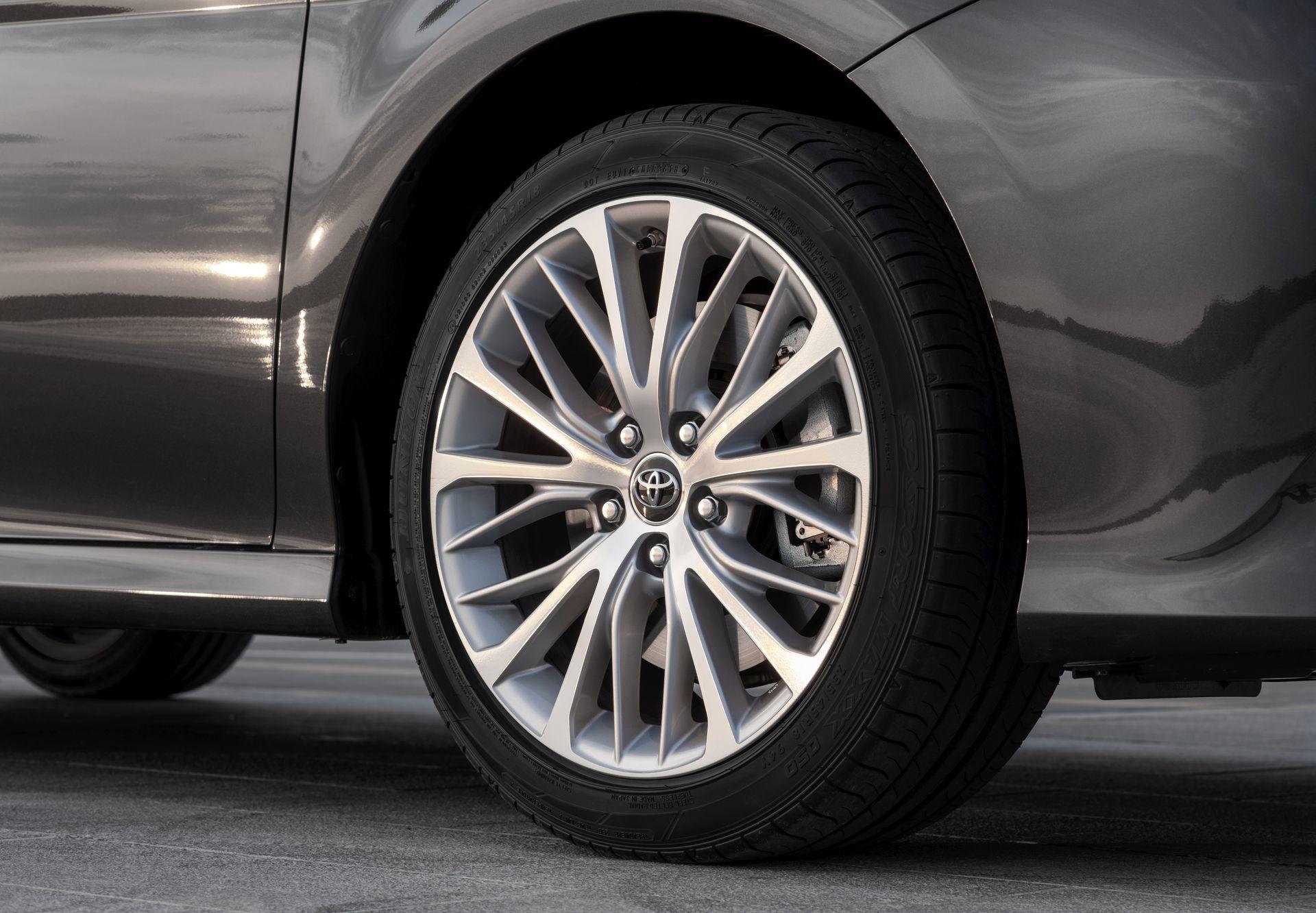 Toyota Camry Hybrid 2019 16