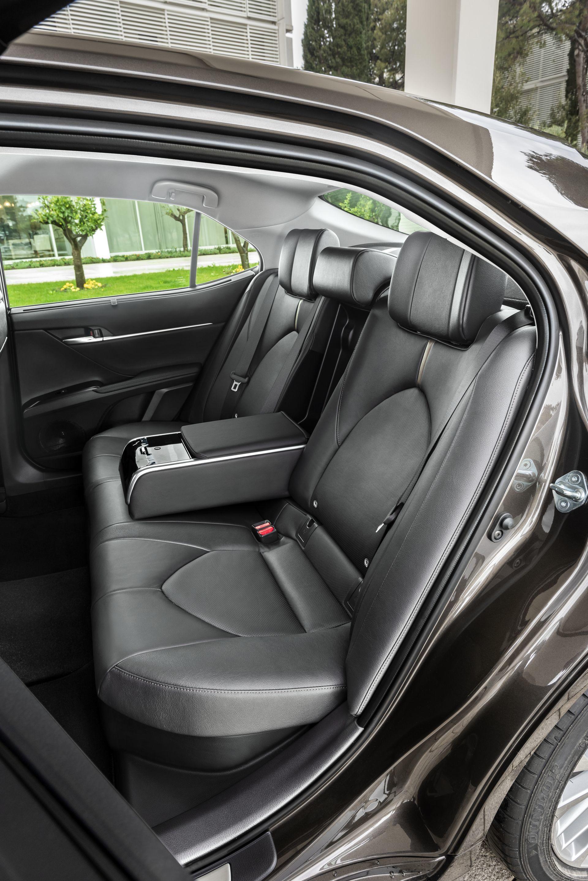 Toyota Camry Hybrid 2019 19
