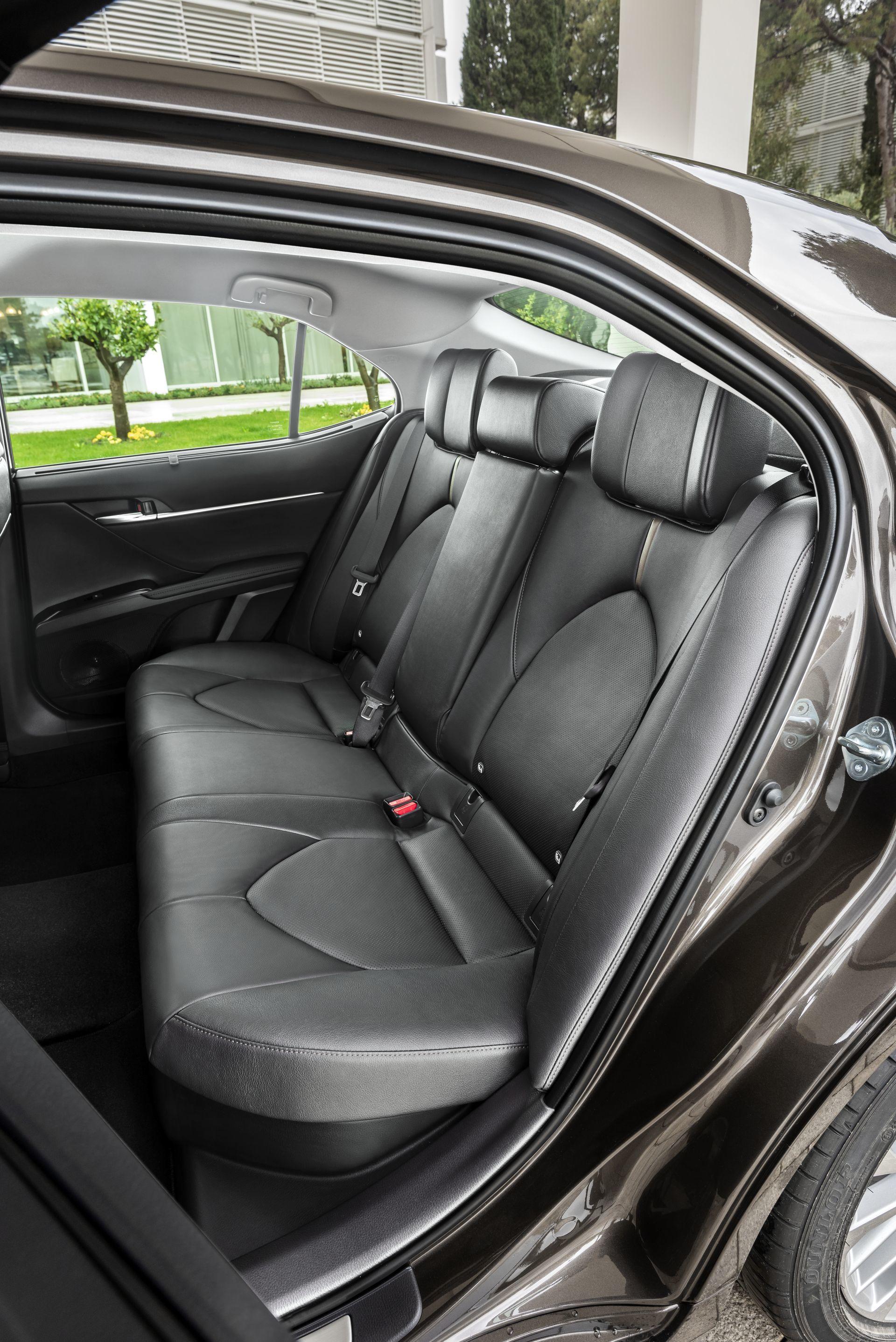 Toyota Camry Hybrid 2019 21