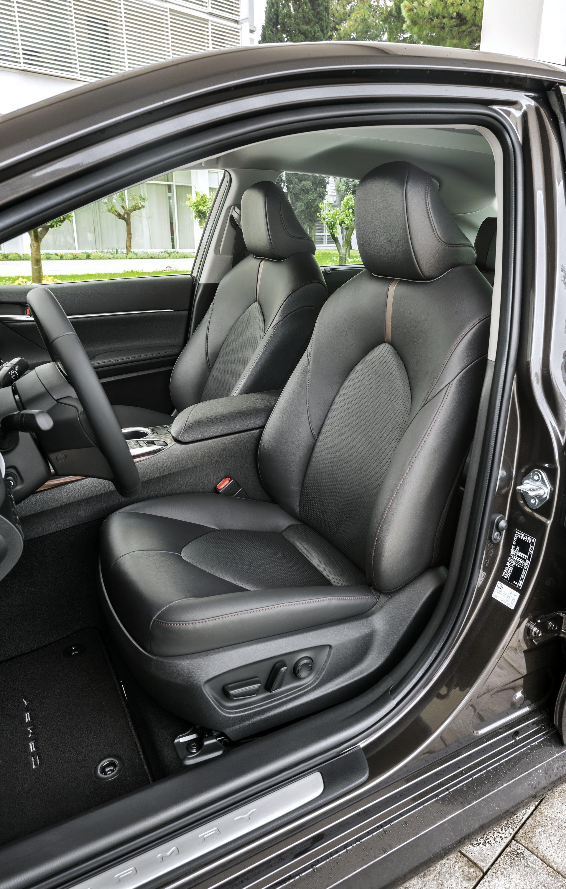 Toyota Camry Hybrid 2019 22