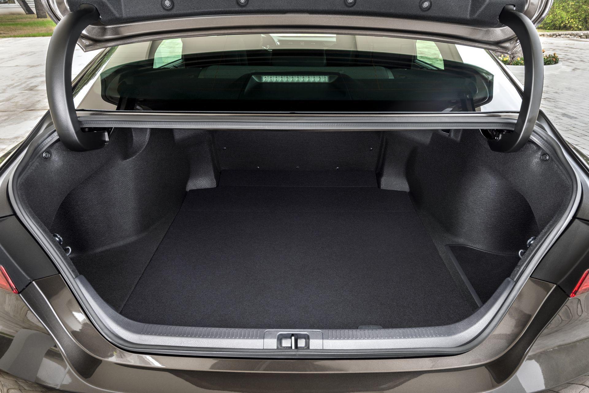 Toyota Camry Hybrid 2019 23
