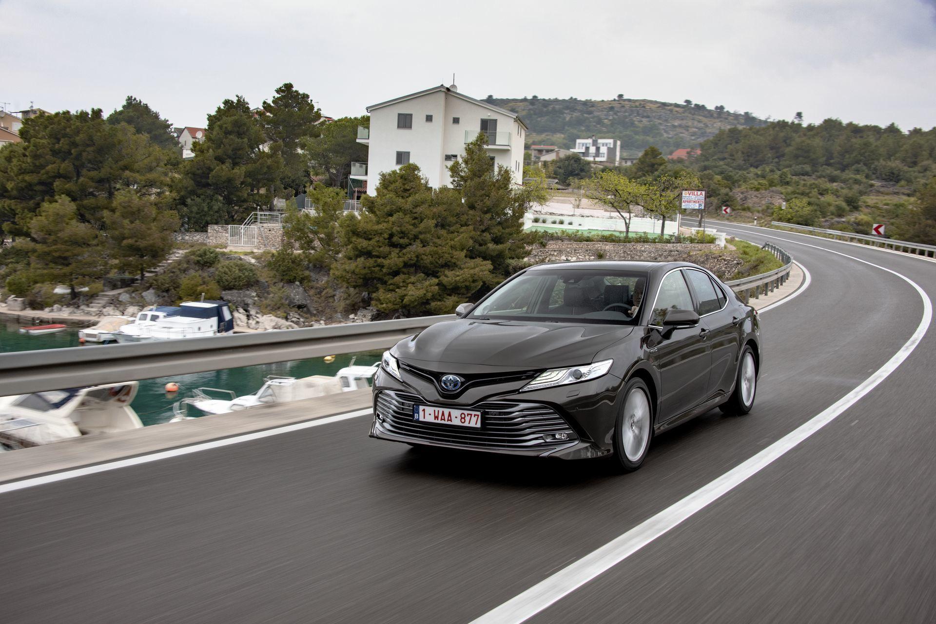 Toyota Camry Hybrid 2019 9