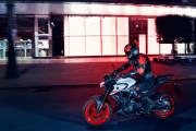 2020 Yamaha Mt320 Eu Ice Fluo Action 001 03 thumbnail