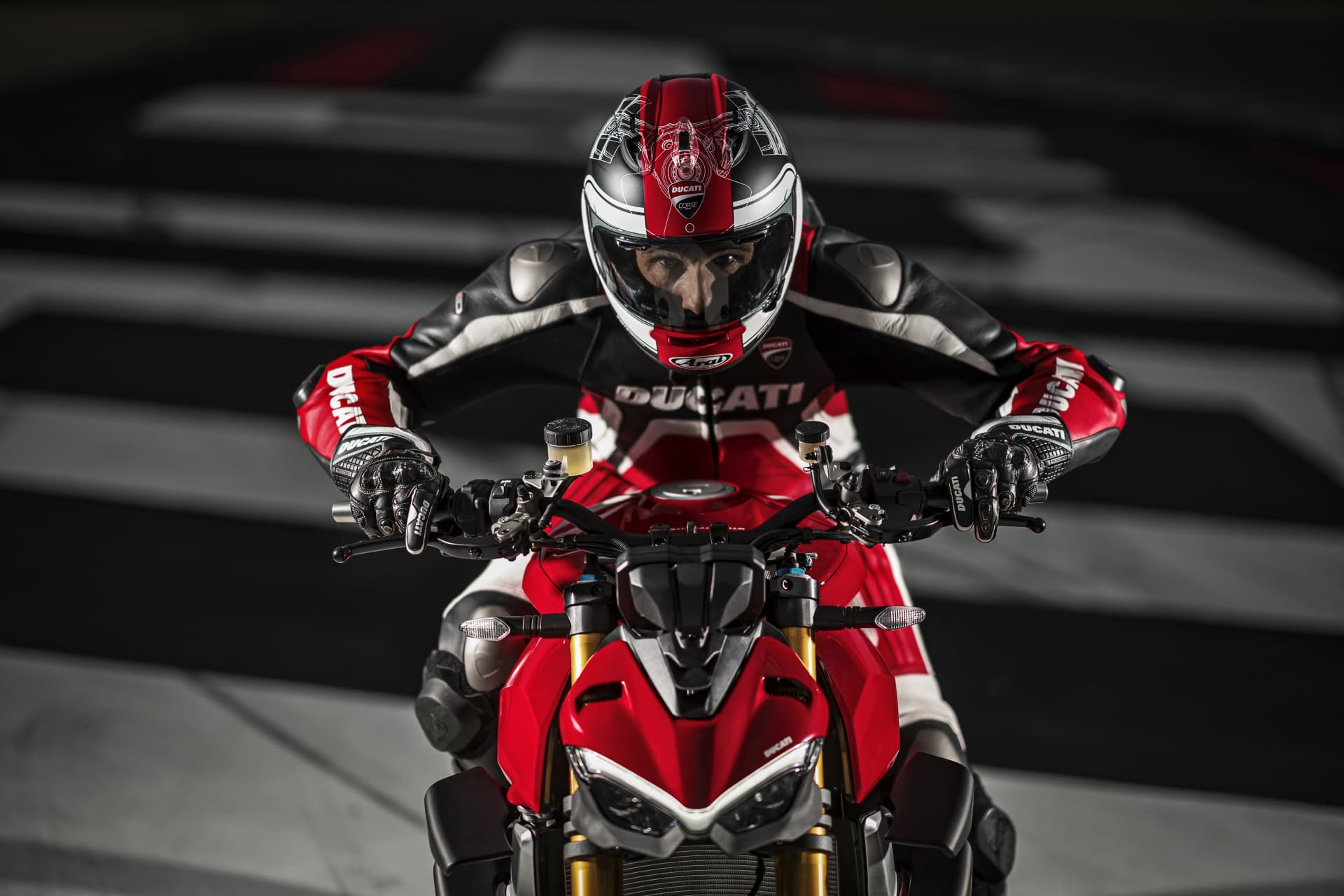 My20 Ducati Streetfighter V4 S Ambience 04 Uc101668 Mid