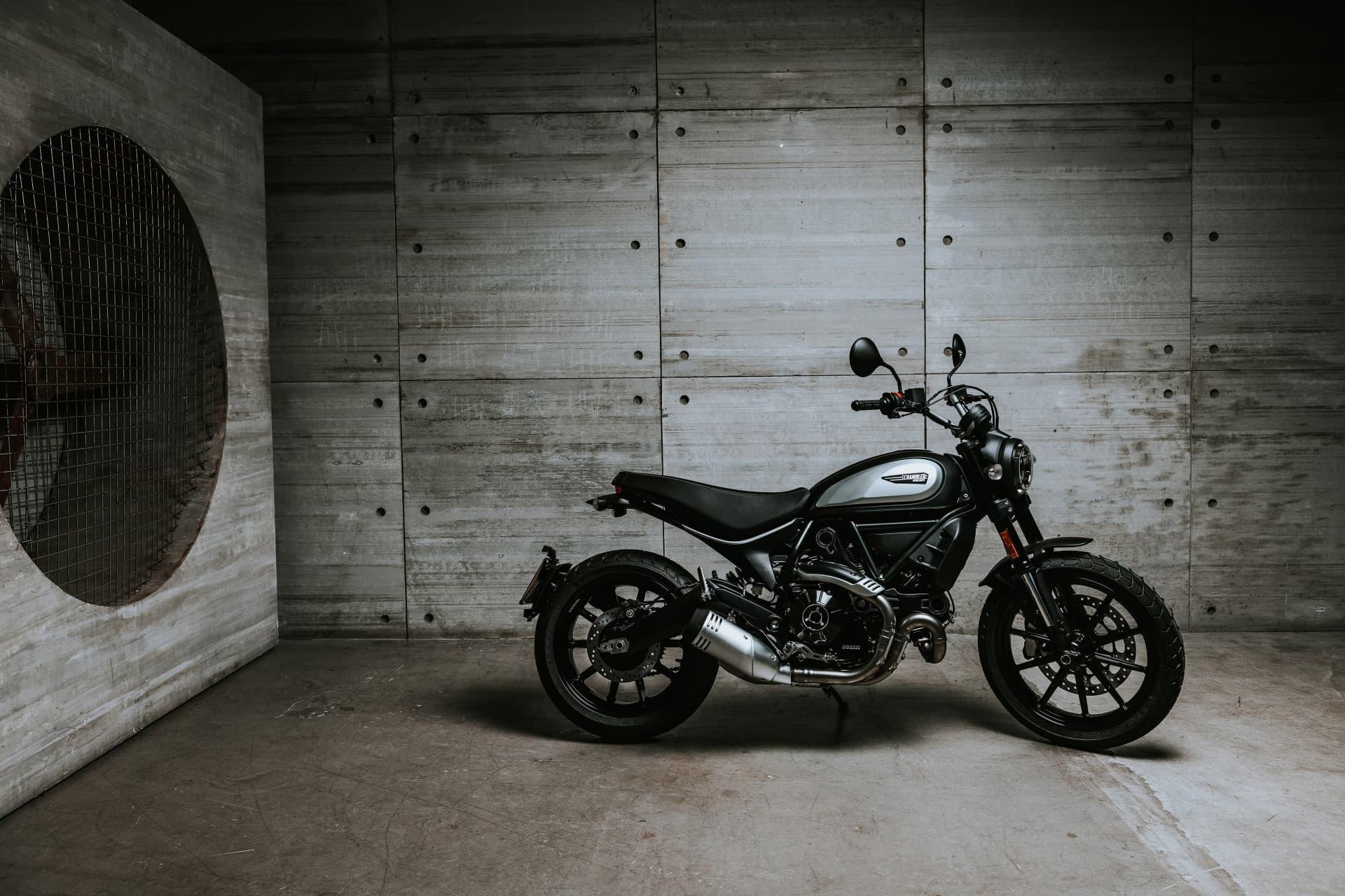 My20 Ducatiscrambler Icon Dark 20 Uc101441 Mid
