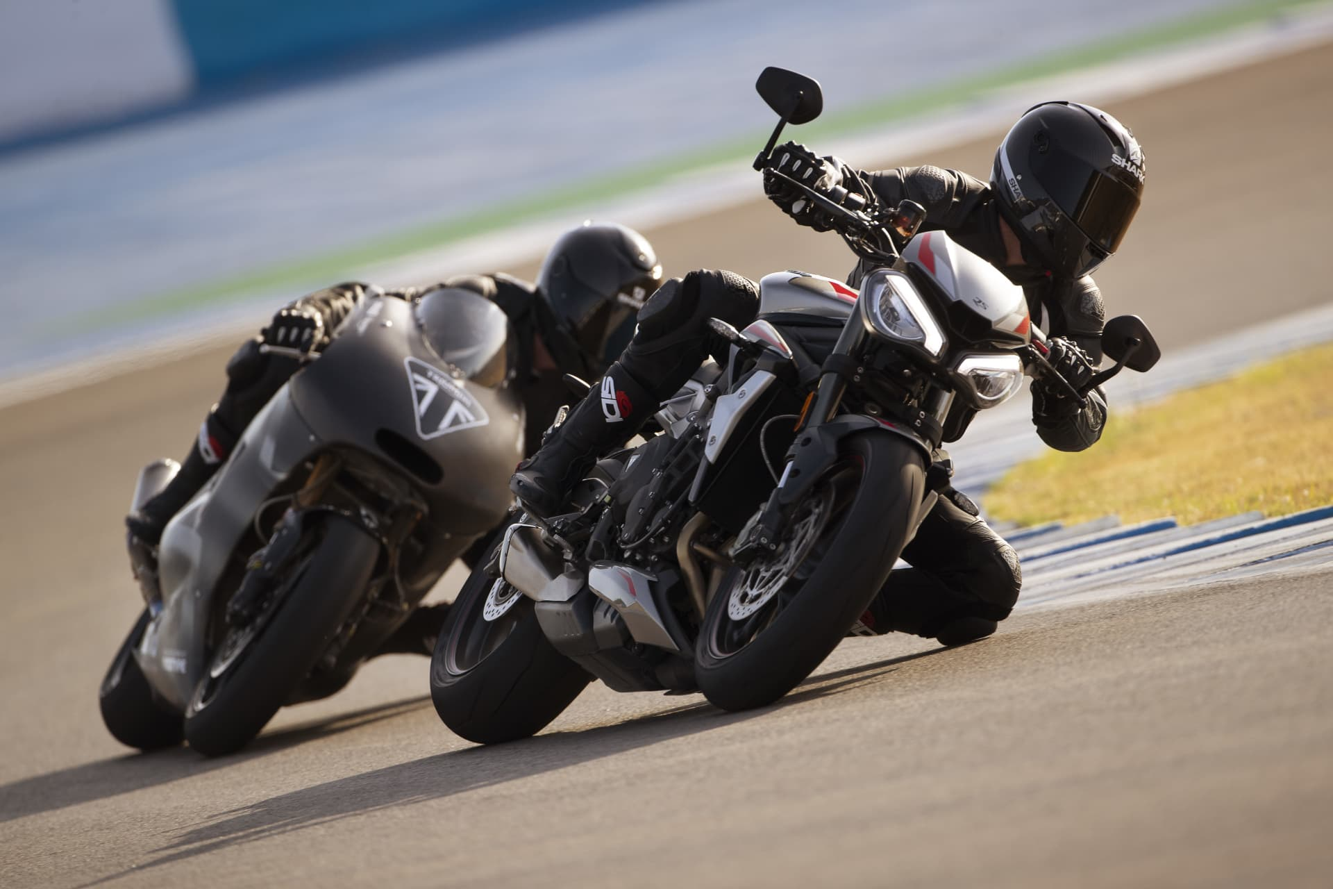 New Street Triple Rs And Moto2 Prototype Dynamic