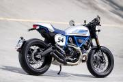 Ducati Scrambler Cafe Racer Ambience 02 Uc67946 High thumbnail