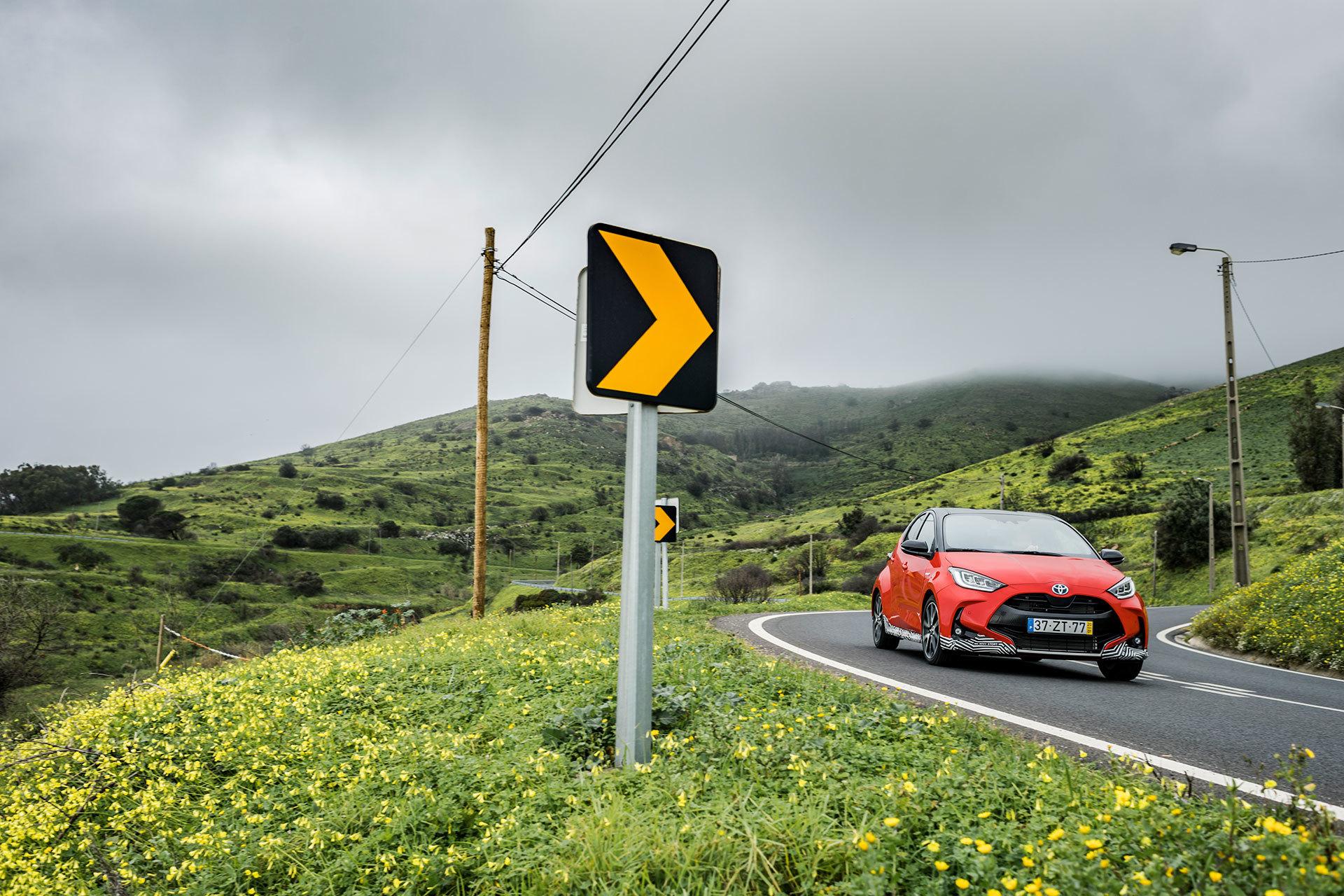 Toyota Yaris Hibrido 2020 Rojo Exterior 52