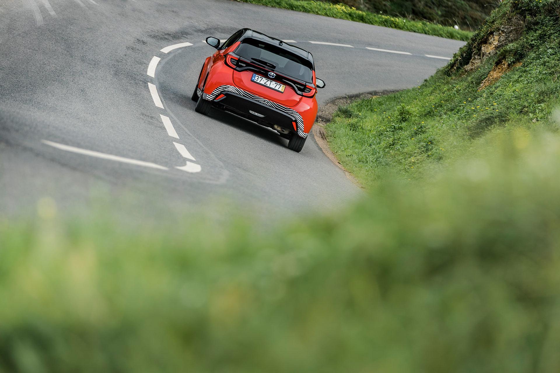 Toyota Yaris Hibrido 2020 Rojo Exterior 57