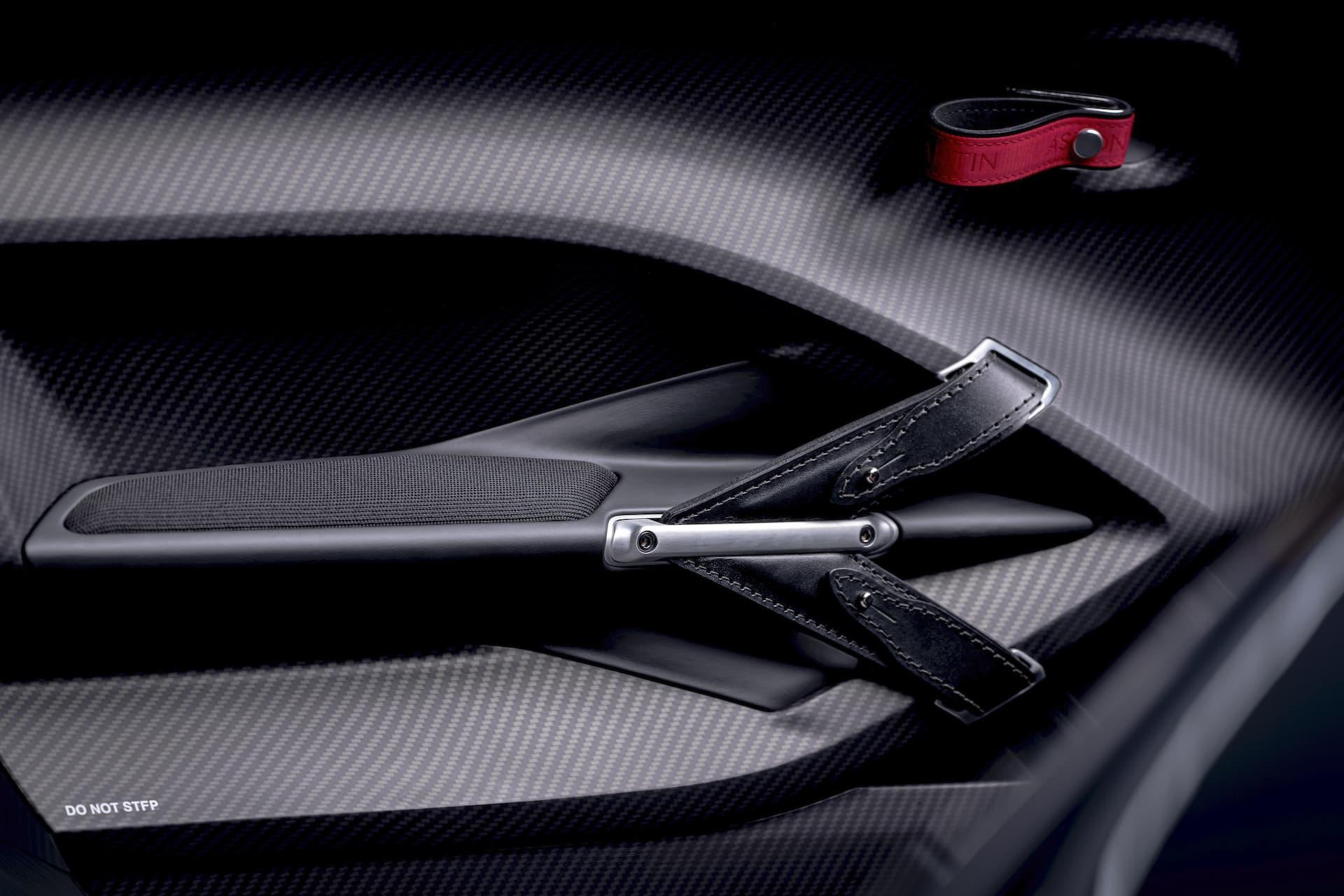 Aston Martin V12 Speedster 6